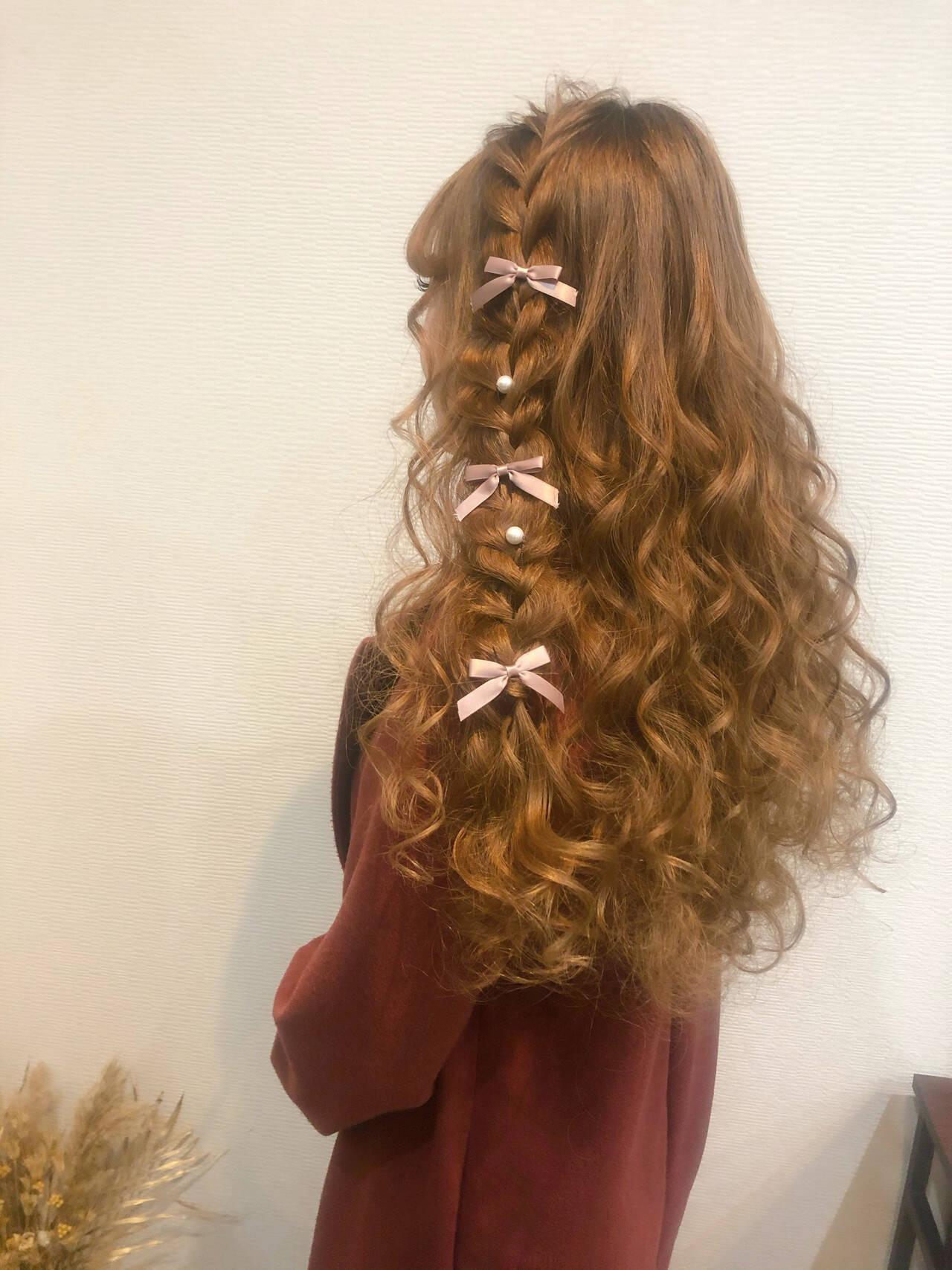 フェミニン 編み込みヘア ハーフアップ ロングヘアスタイルや髪型の写真・画像