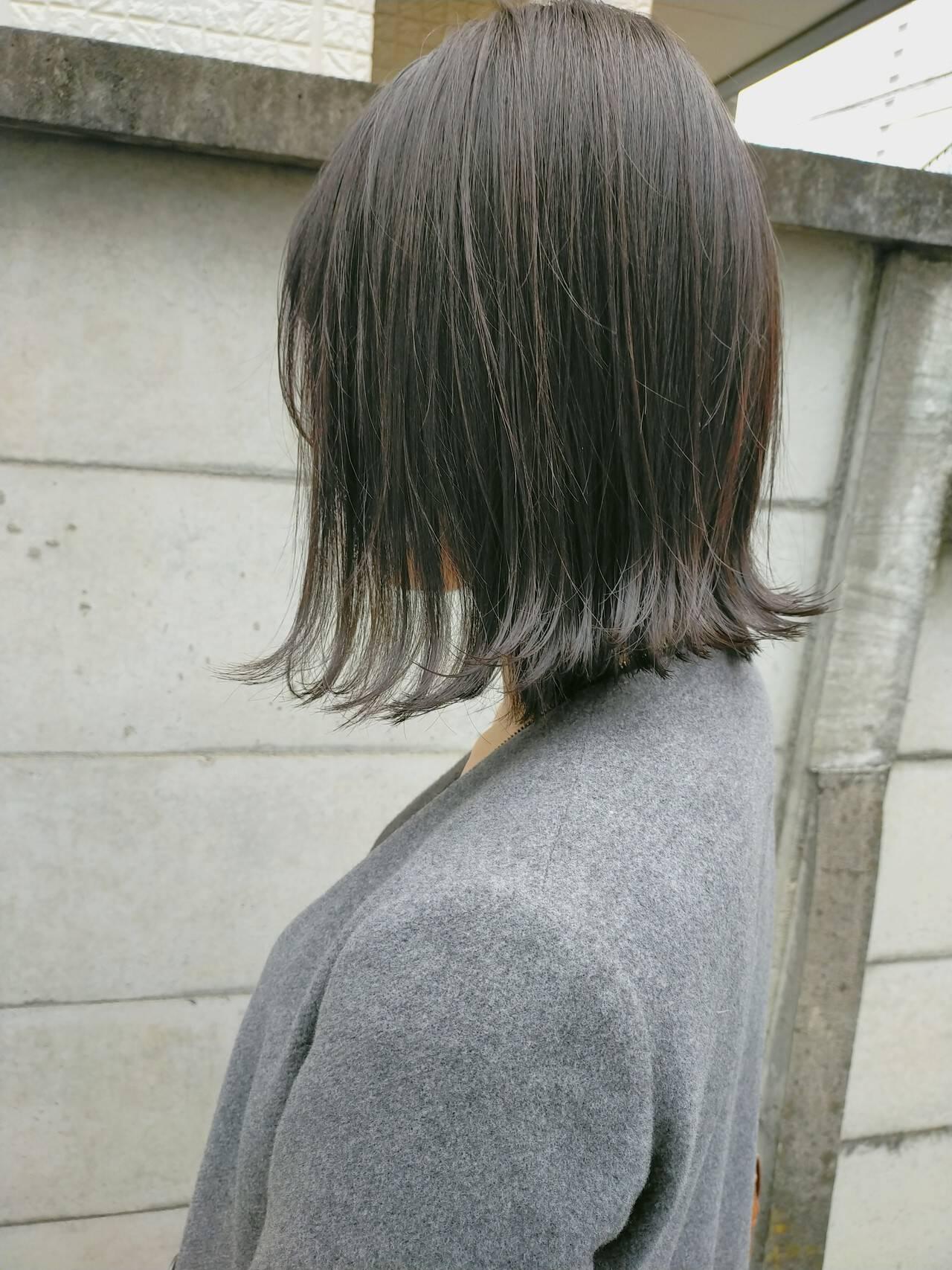 スモーキーカラー ボブ ナチュラル 切りっぱなしボブヘアスタイルや髪型の写真・画像