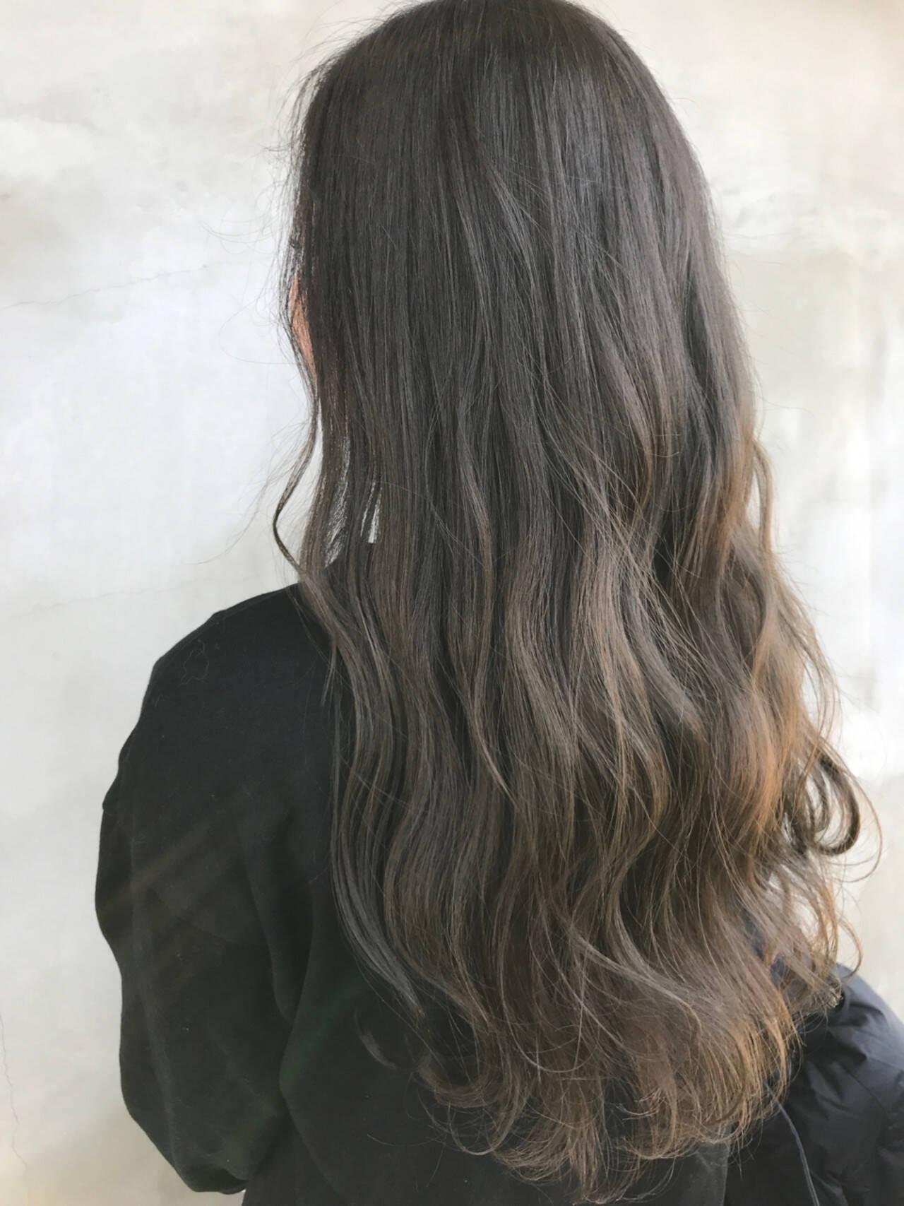 ナチュラル ロング グレージュヘアスタイルや髪型の写真・画像