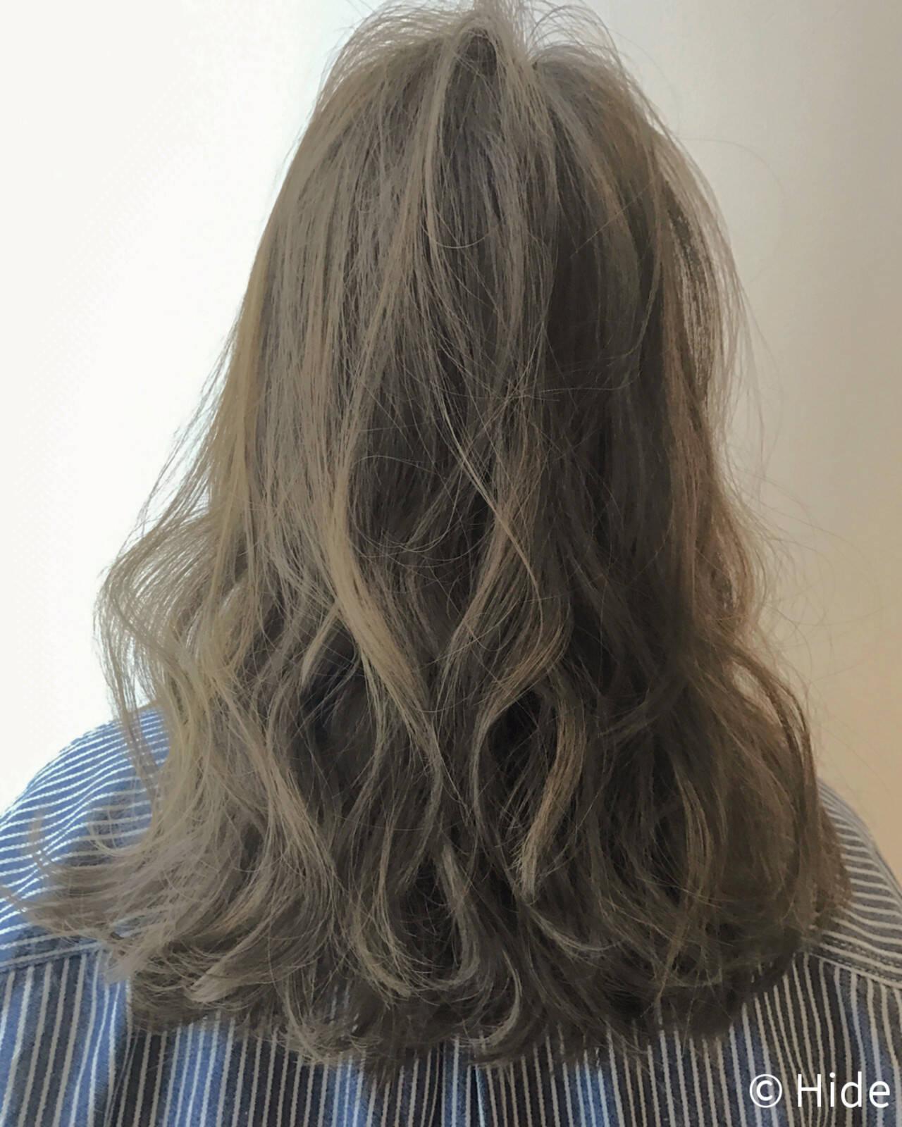 オフィス ナチュラル ウェーブ セミロングヘアスタイルや髪型の写真・画像