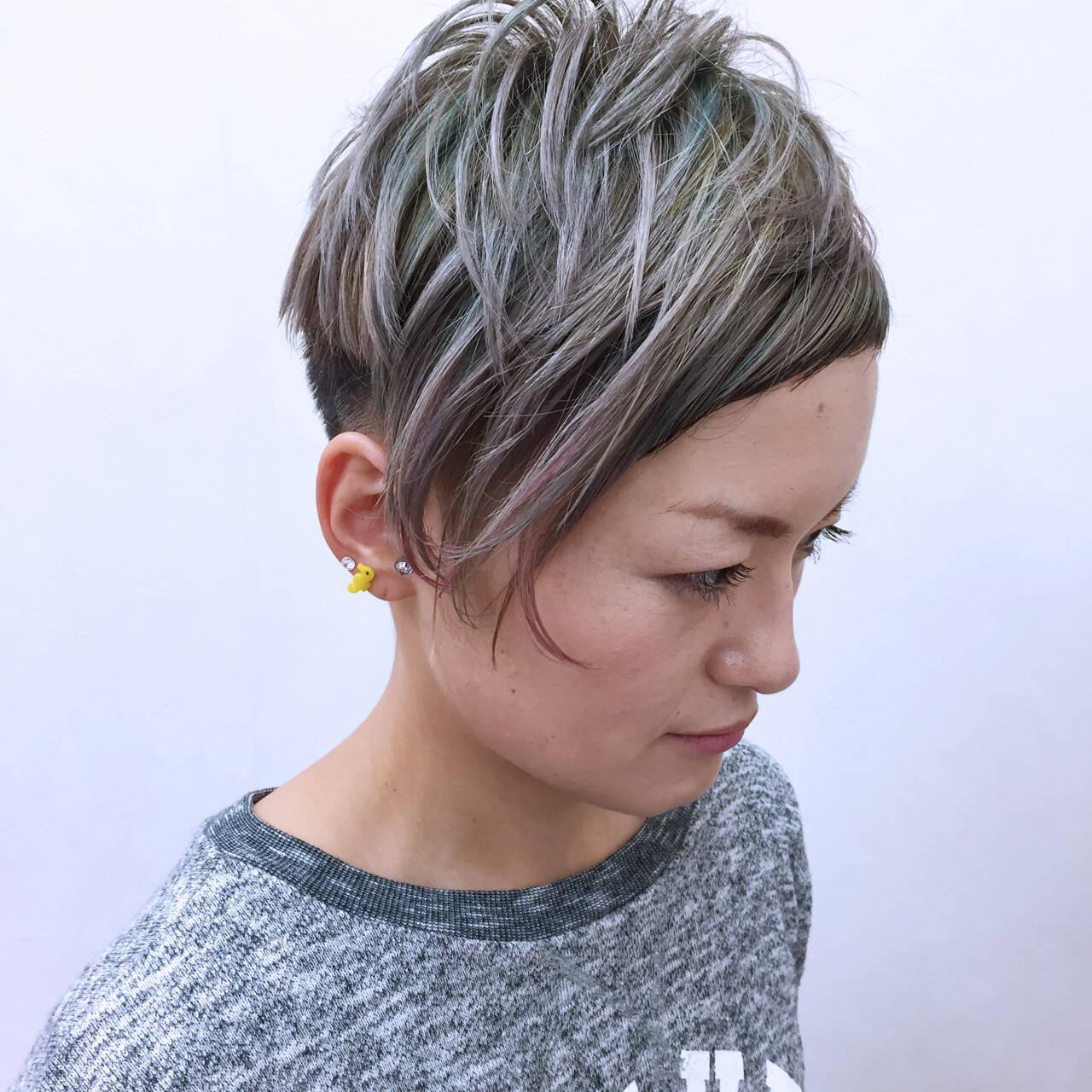 アシメバング カラフルカラー ショート グラデーションカラーヘアスタイルや髪型の写真・画像