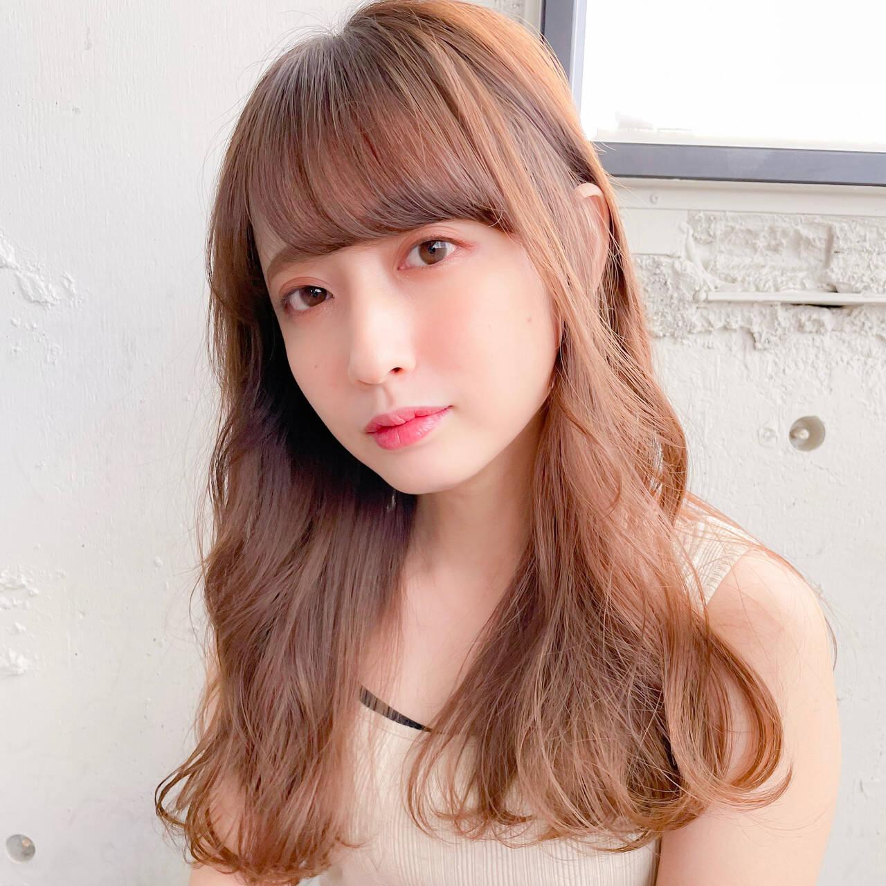 ブラウンベージュ 前髪 デジタルパーマ 巻き髪ヘアスタイルや髪型の写真・画像