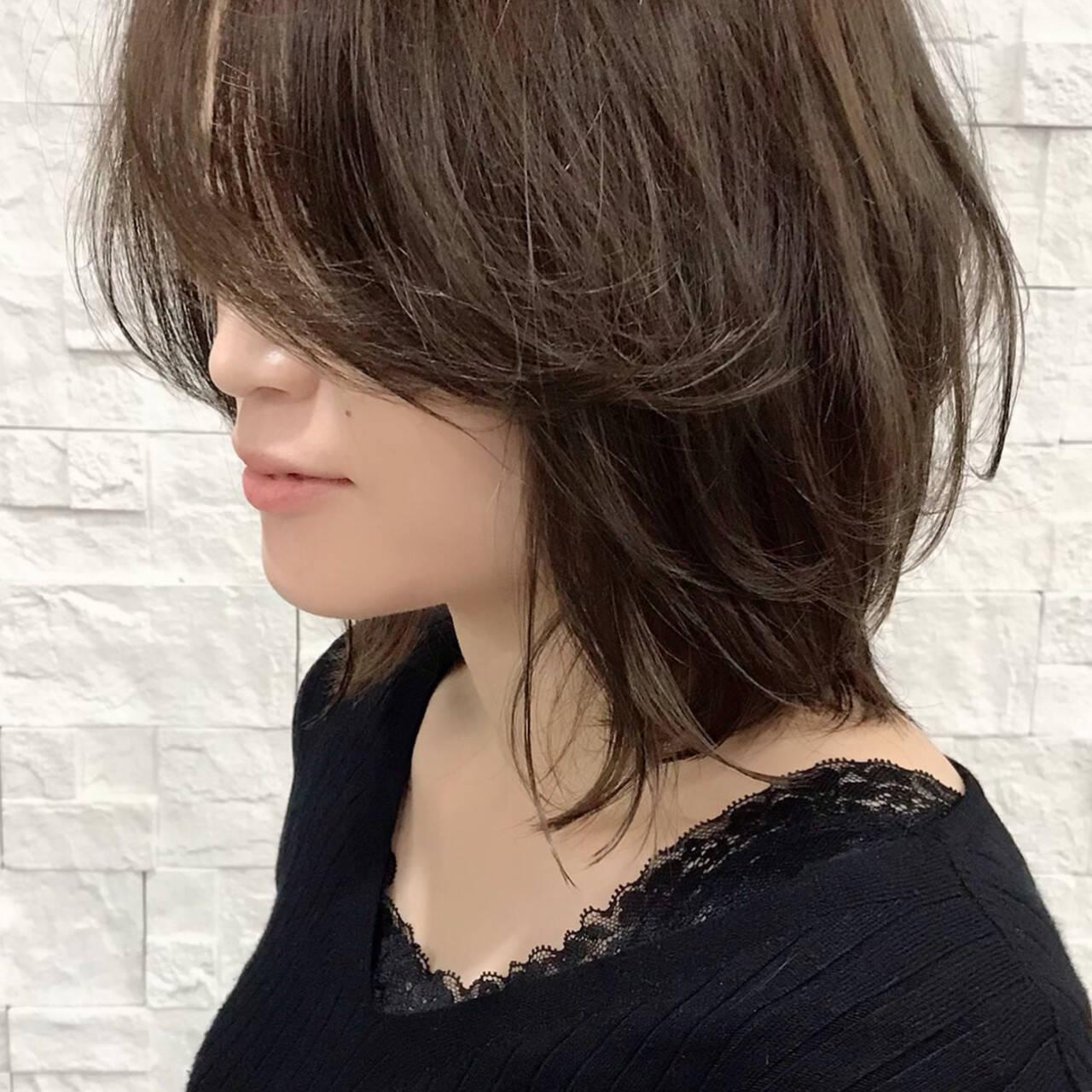 ミディアム ナチュラル ラフ レイヤーカットヘアスタイルや髪型の写真・画像