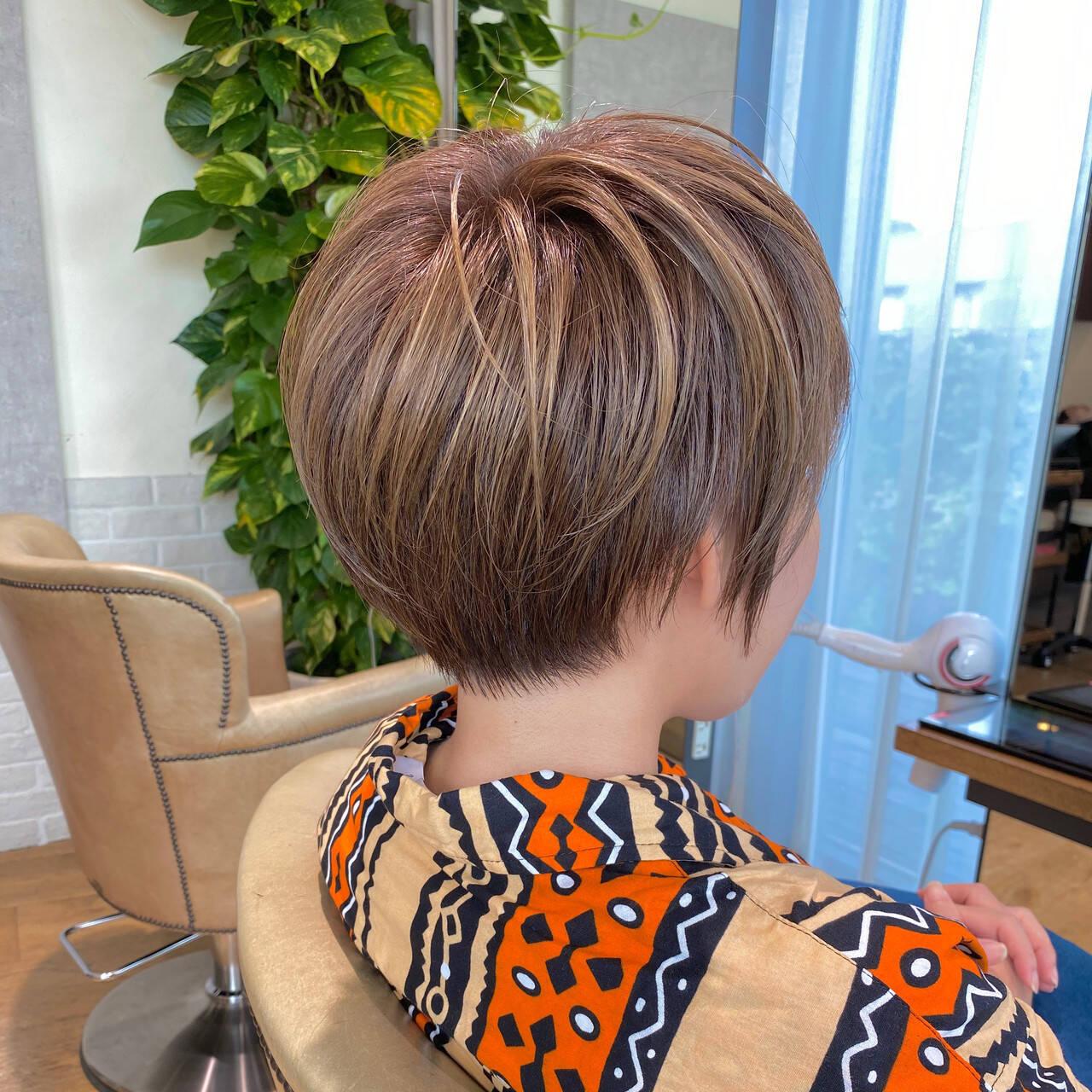 大人ハイライト ショートヘア ナチュラル ショートヘアスタイルや髪型の写真・画像