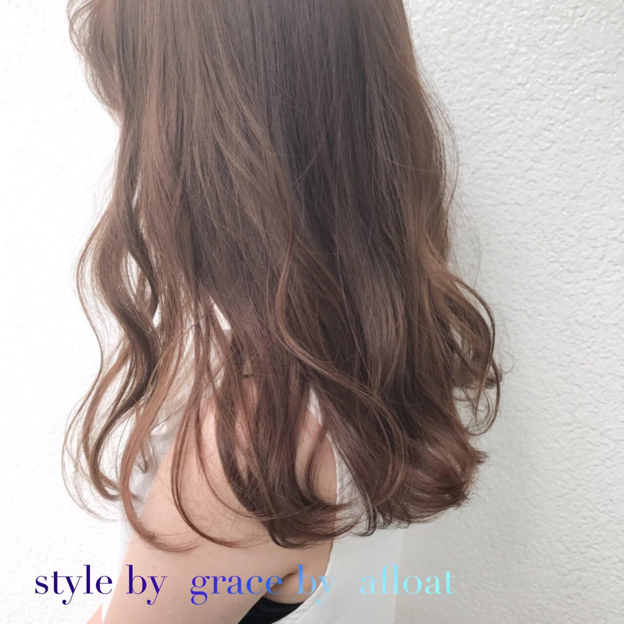 ミルクティーベージュ フェミニン ブラウン アッシュグレージュヘアスタイルや髪型の写真・画像