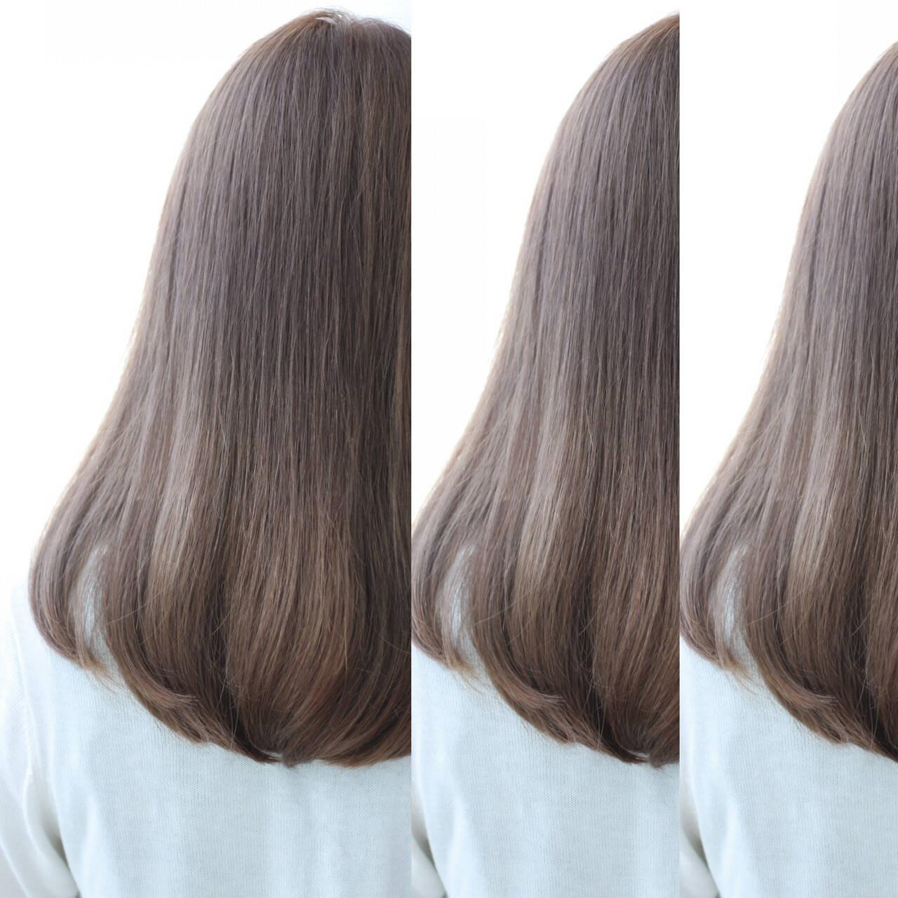 アッシュ ロング ナチュラル フェミニンヘアスタイルや髪型の写真・画像