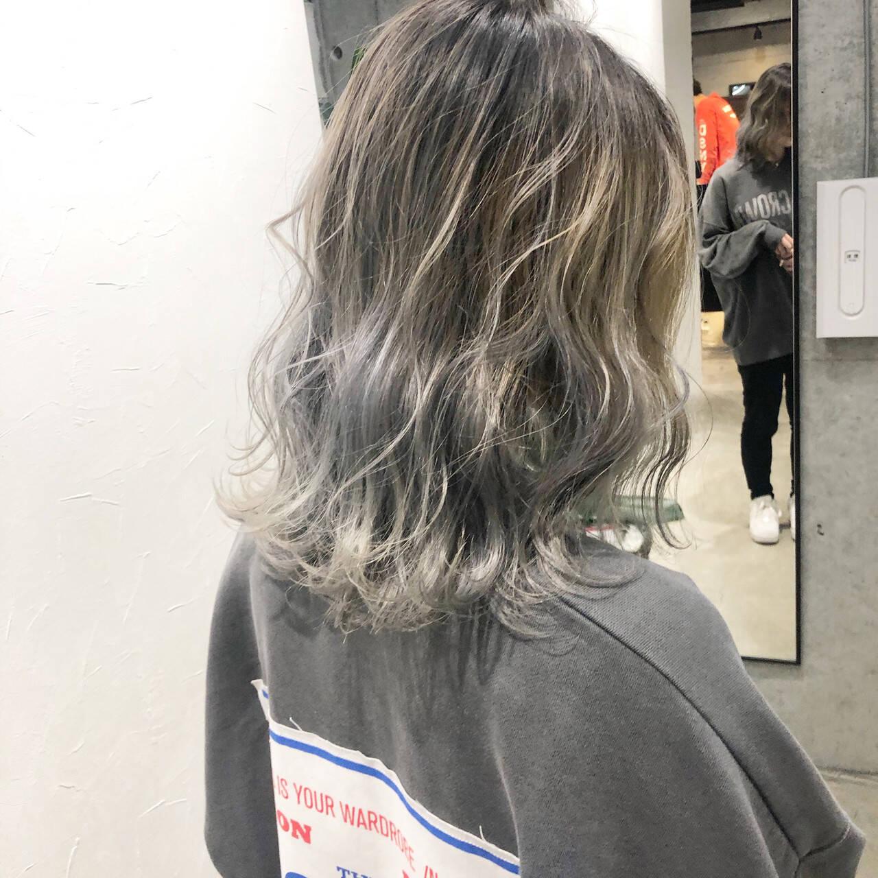 シルバー ストリート 切りっぱなしボブ バレイヤージュヘアスタイルや髪型の写真・画像