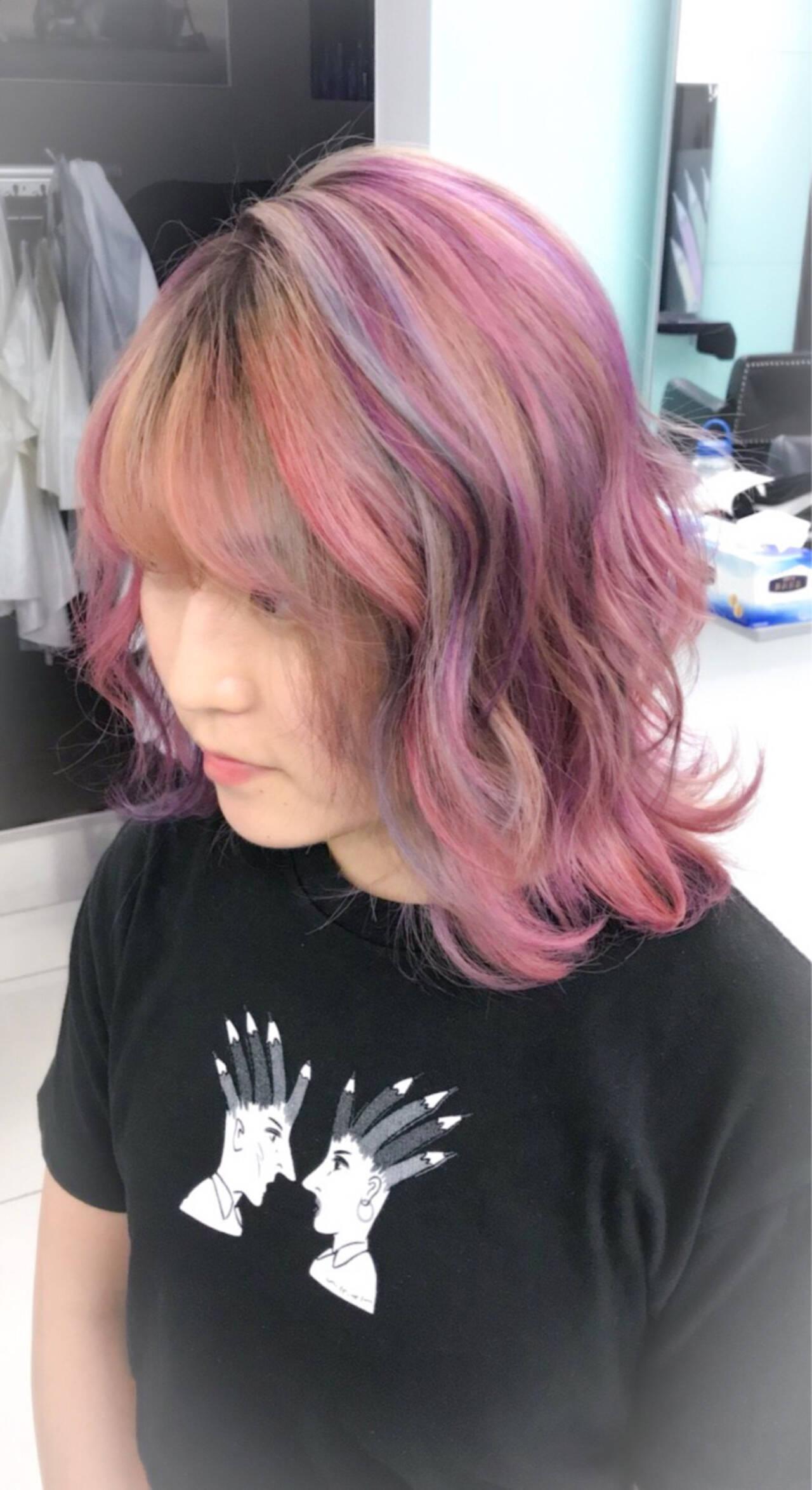 個性的 外国人風カラー グラデーションカラー ミディアムヘアスタイルや髪型の写真・画像