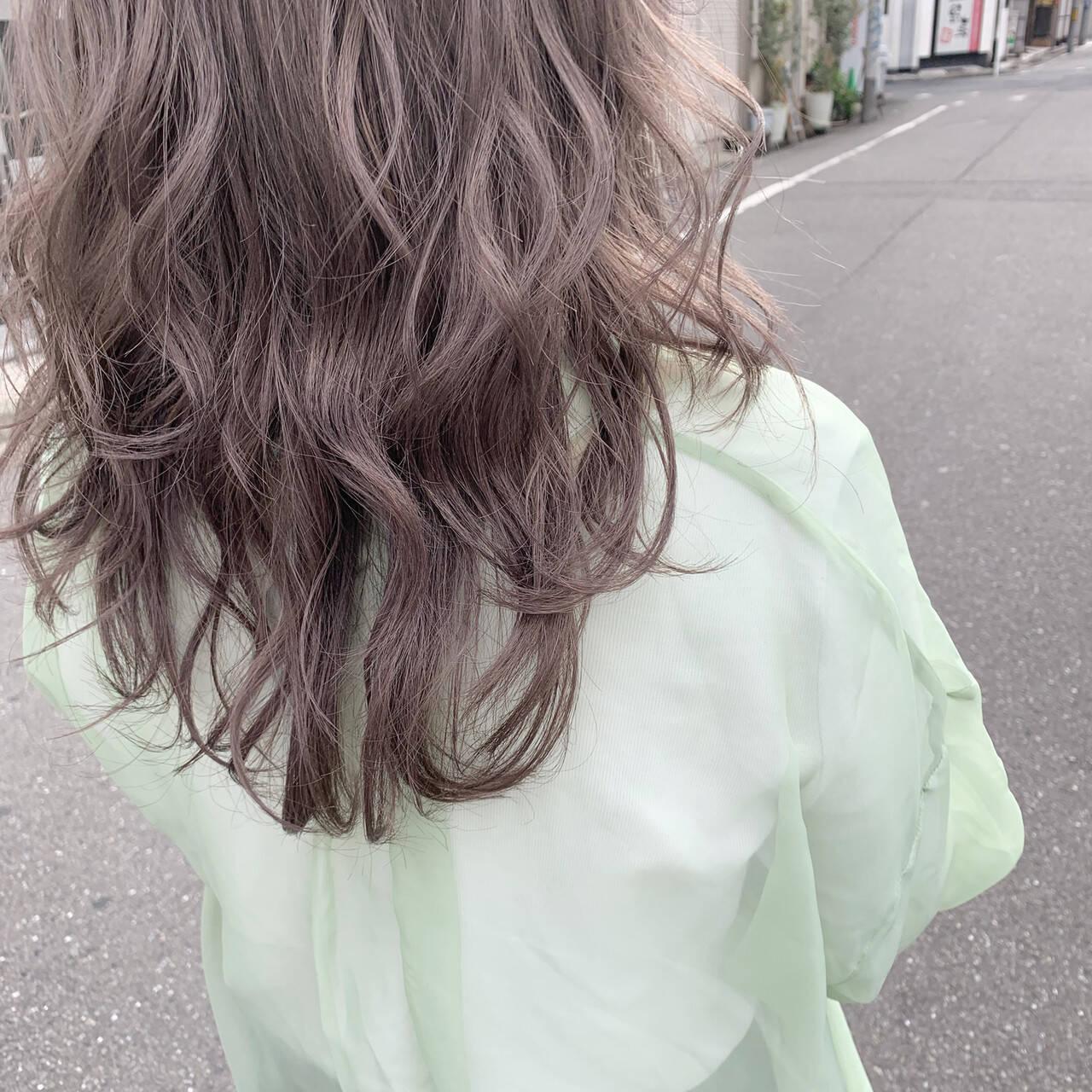 ハイトーンカラー セミロング 透明感カラー ナチュラルヘアスタイルや髪型の写真・画像