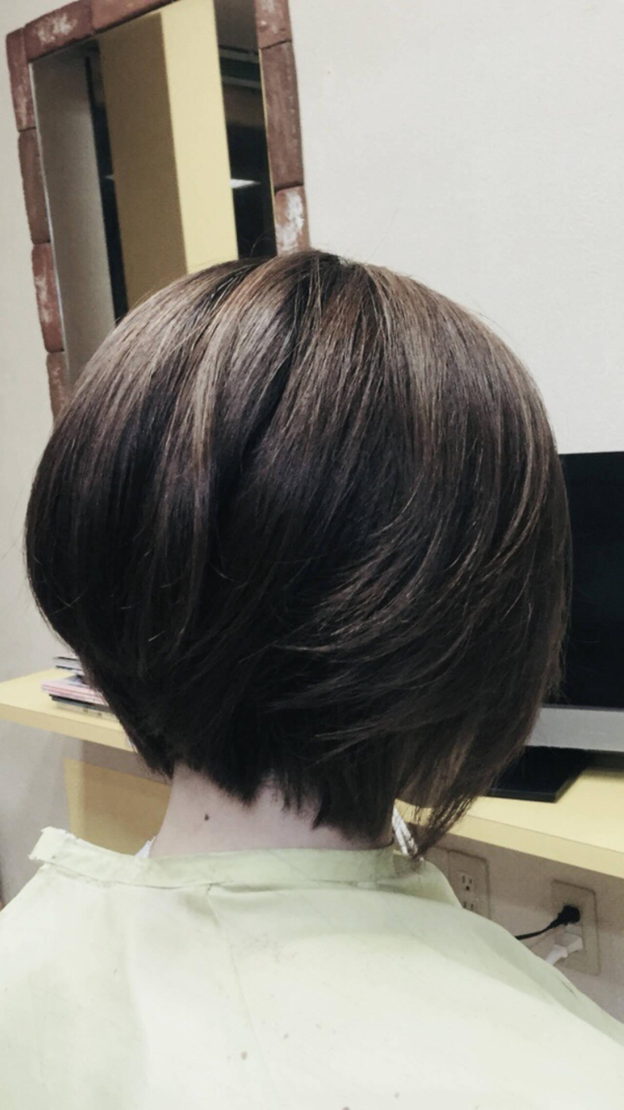 前下がりボブ エレガント ショート ミニボブヘアスタイルや髪型の写真・画像