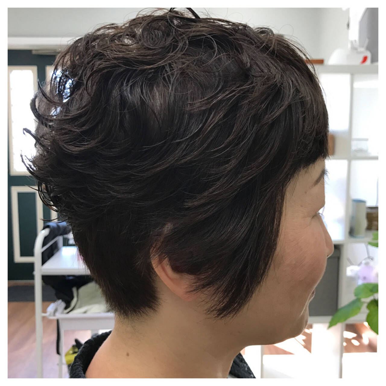 暗髪 ショート こなれ感 パーマヘアスタイルや髪型の写真・画像