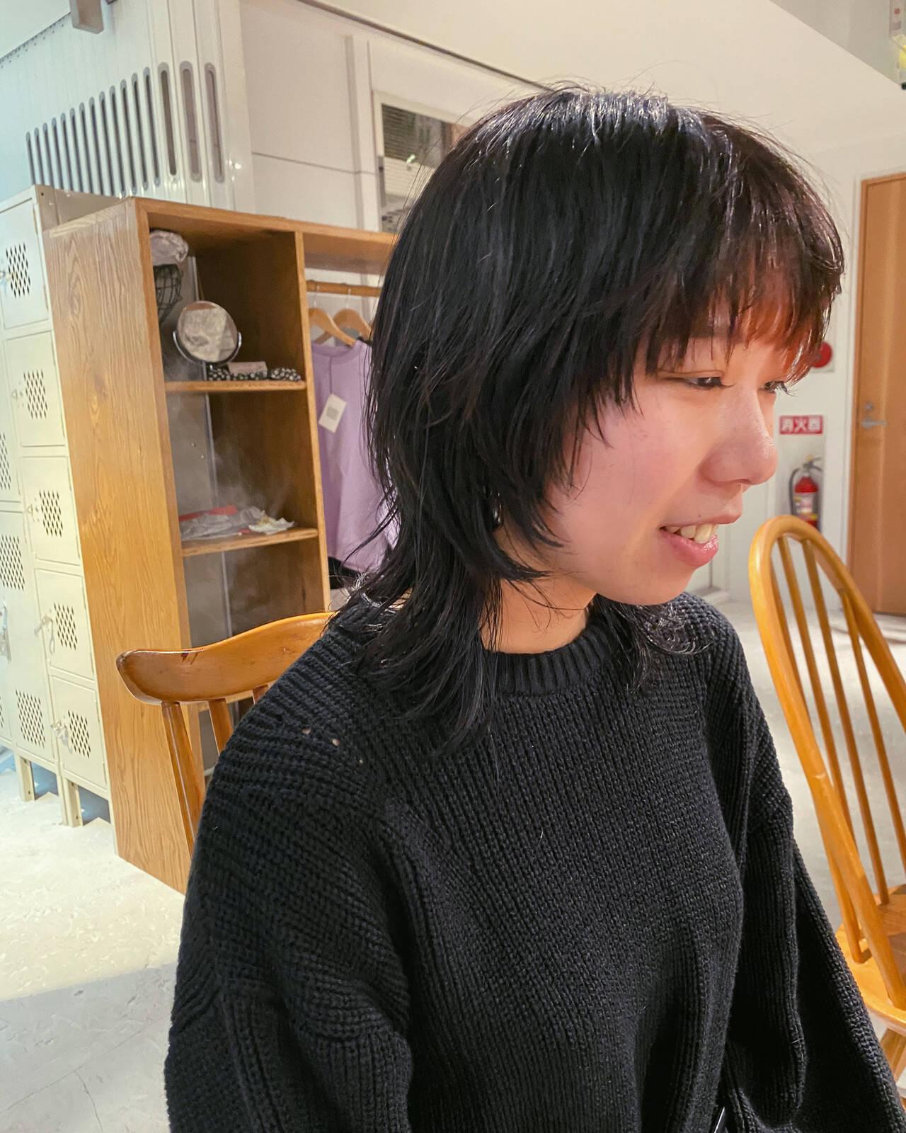 ナチュラルウルフ マッシュウルフ ミディアム ニュアンスウルフヘアスタイルや髪型の写真・画像