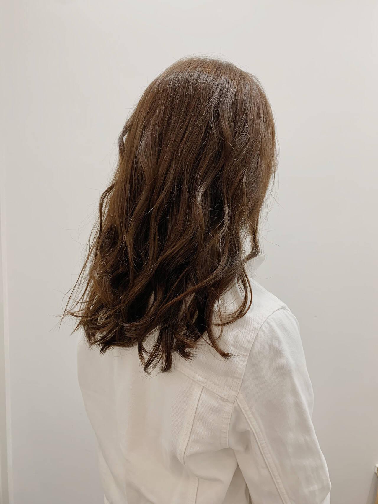 ロング ナチュラル ベージュ 大人女子ヘアスタイルや髪型の写真・画像