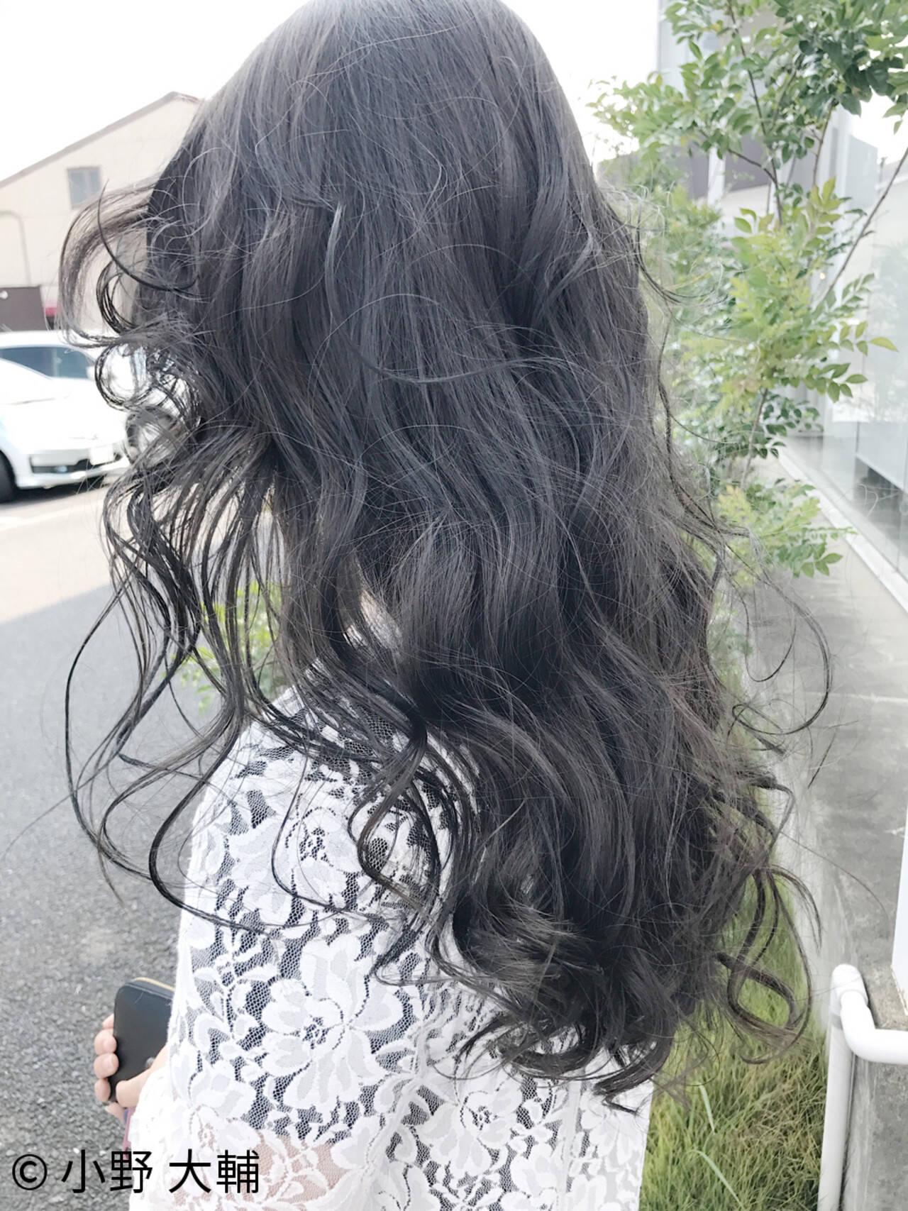 グレージュ ハイライト ロング 外国人風カラーヘアスタイルや髪型の写真・画像