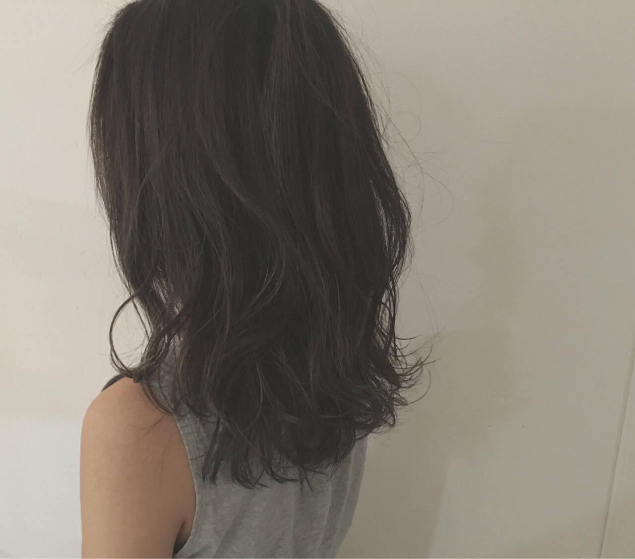暗髪 グレージュ ストリート セミロングヘアスタイルや髪型の写真・画像