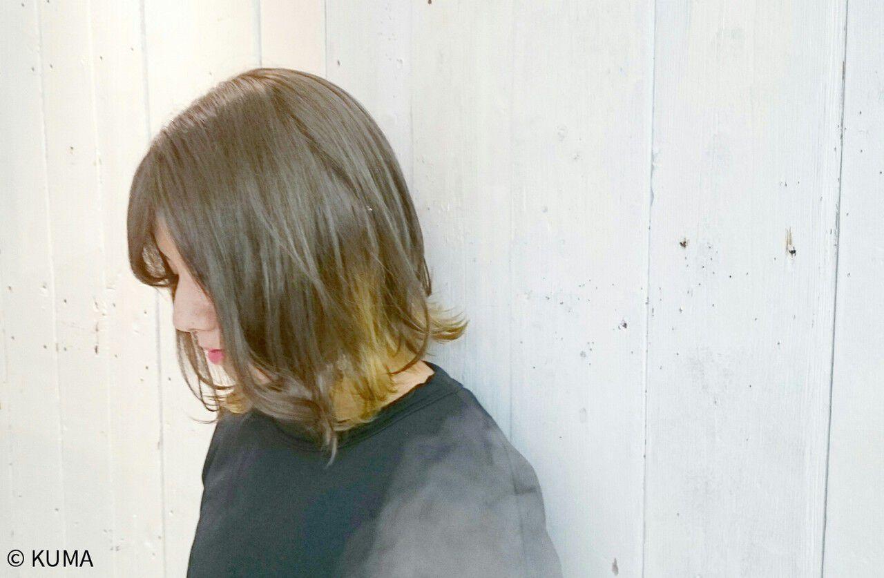 グレージュ アッシュ ストリート 外ハネヘアスタイルや髪型の写真・画像