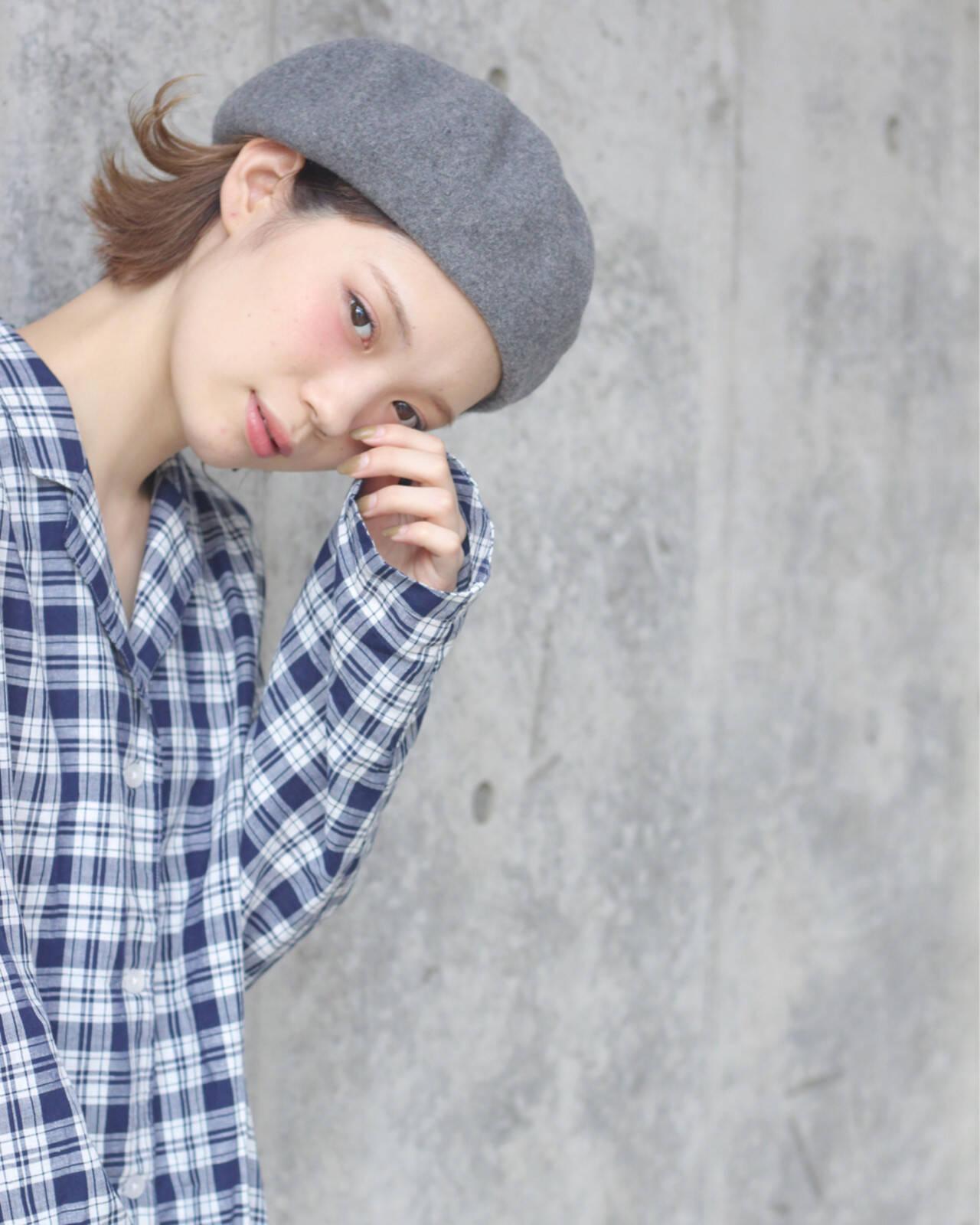 ベレー帽 外ハネ 秋 簡単ヘアアレンジヘアスタイルや髪型の写真・画像