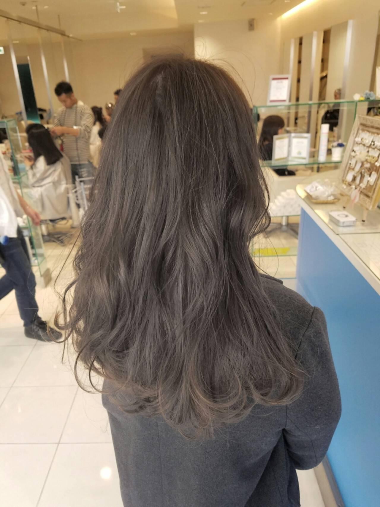 グレージュ エレガント 外国人風 ハイライトヘアスタイルや髪型の写真・画像