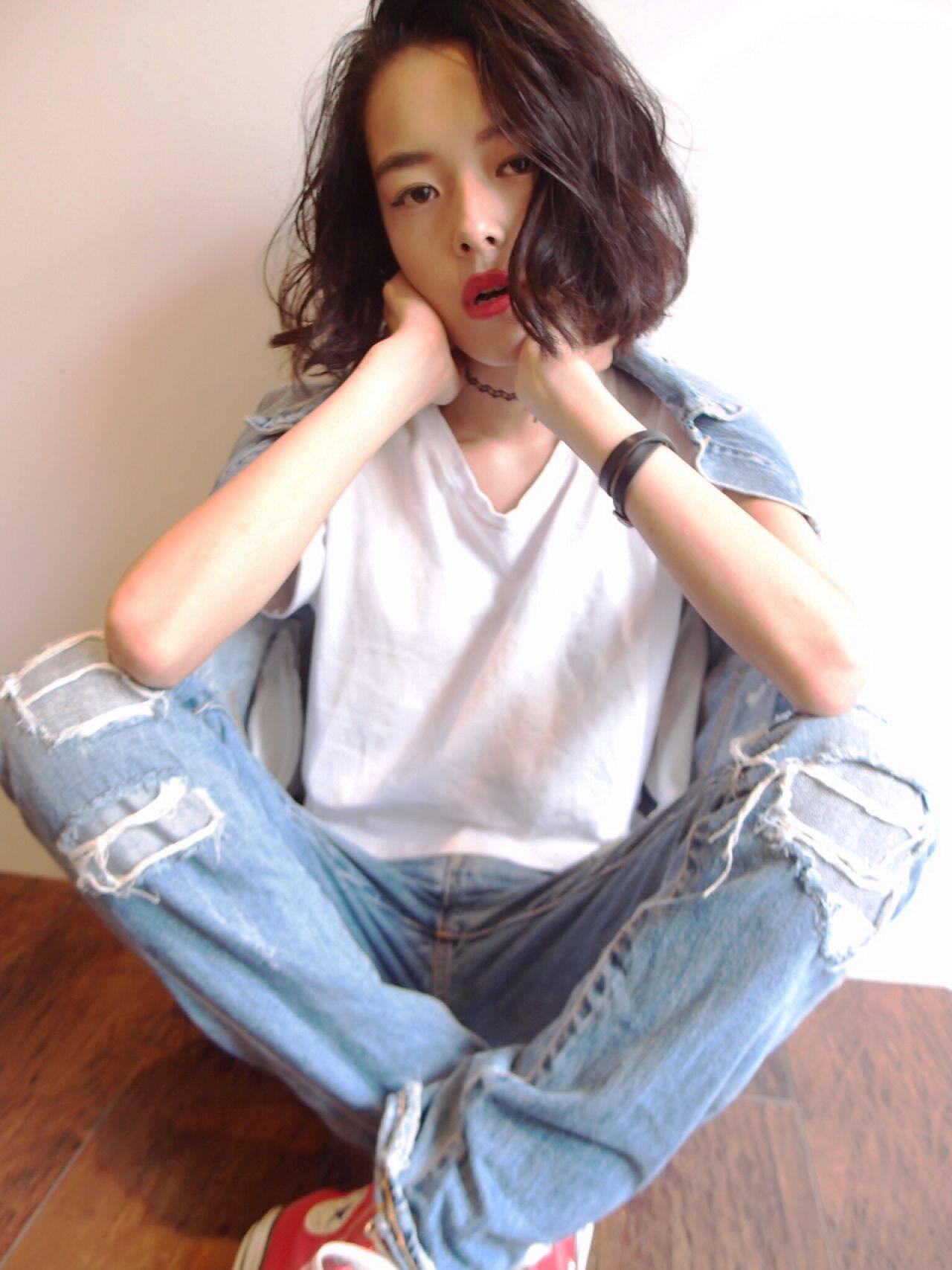 ストレート ウェーブ 暗髪 ショートヘアスタイルや髪型の写真・画像