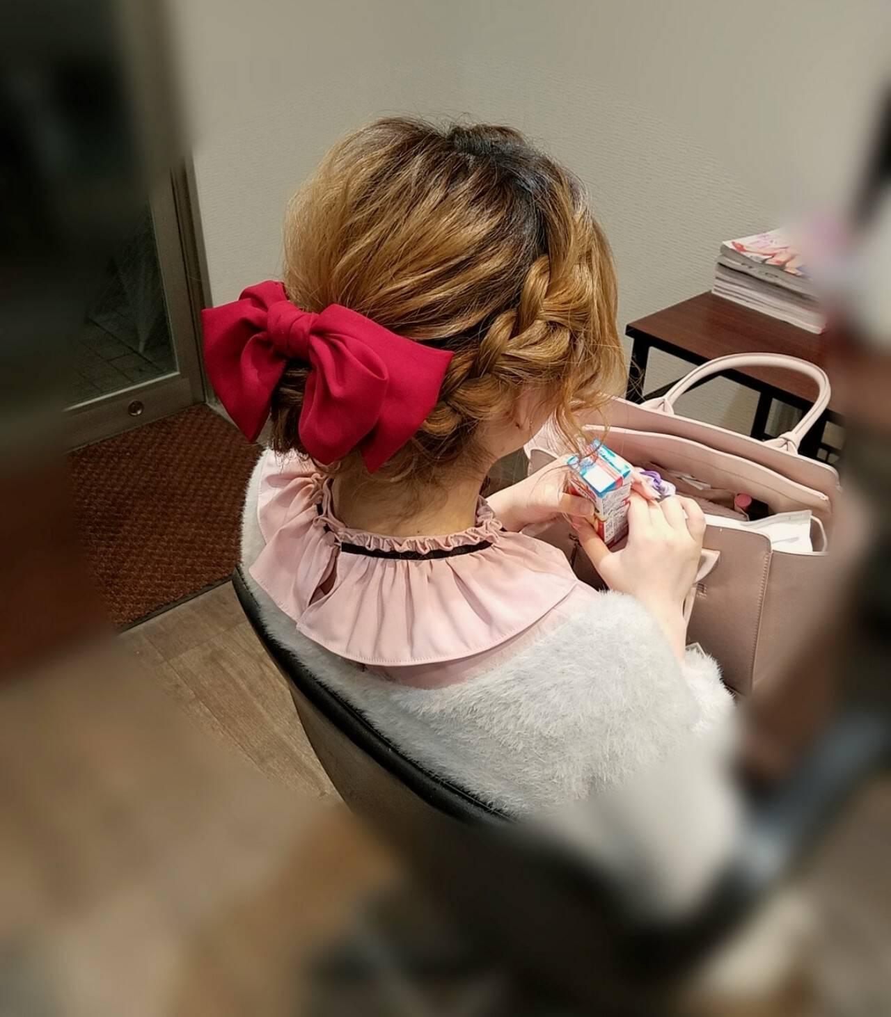 ガーリー アップスタイル ミディアム 編み込みヘアスタイルや髪型の写真・画像