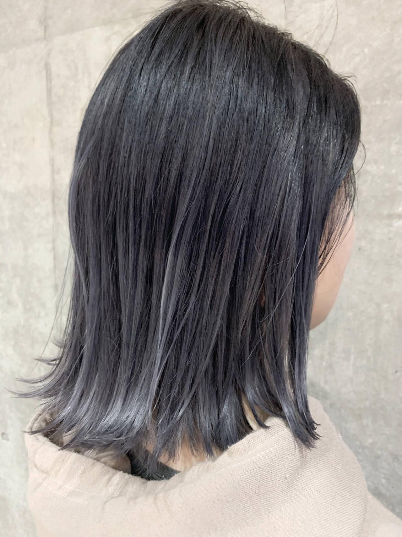 ナチュラル グレーアッシュ グラデーションカラー ダークグレーヘアスタイルや髪型の写真・画像