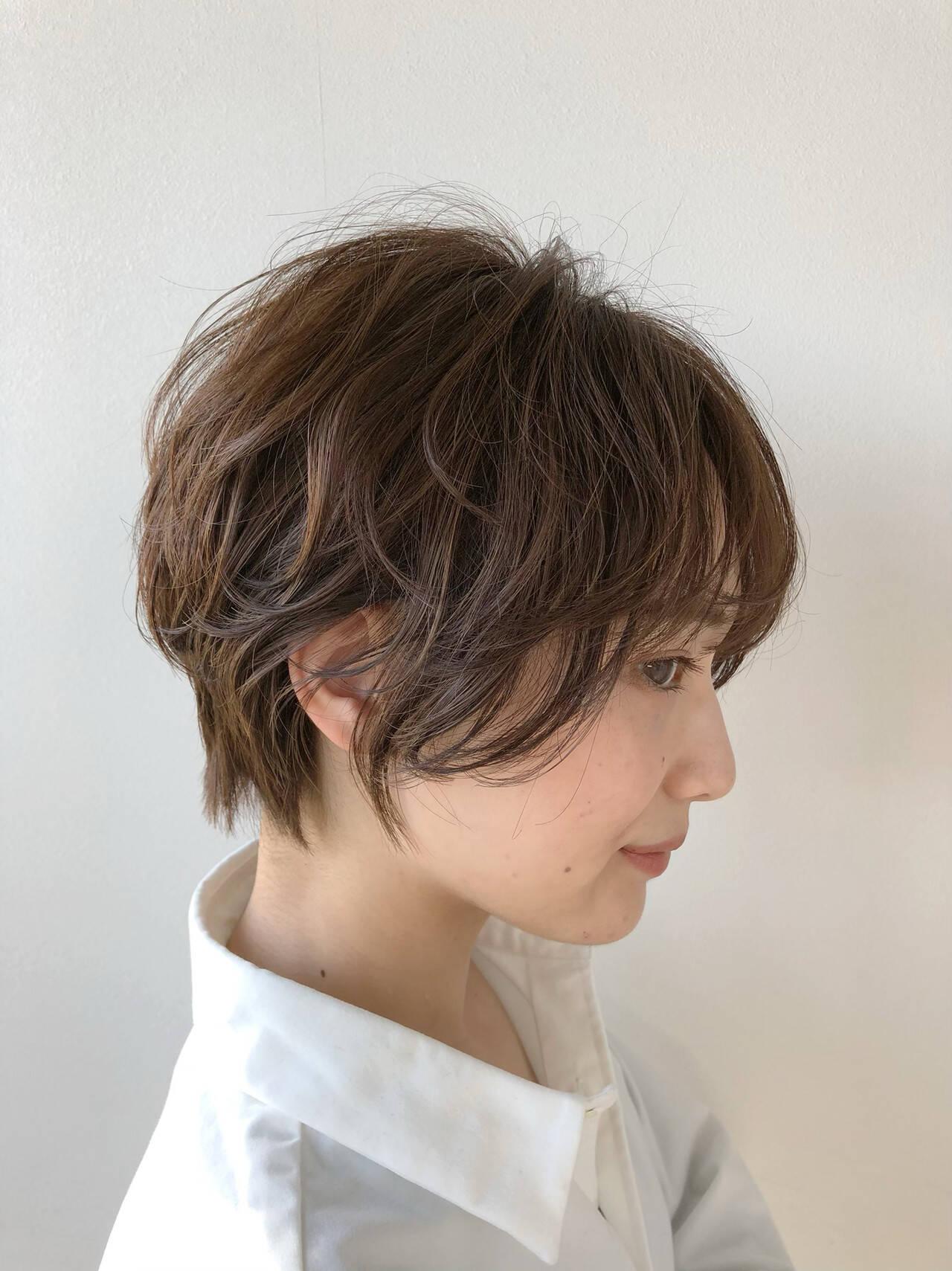 インナーカラー ショート 切りっぱなしボブ ショートボブヘアスタイルや髪型の写真・画像