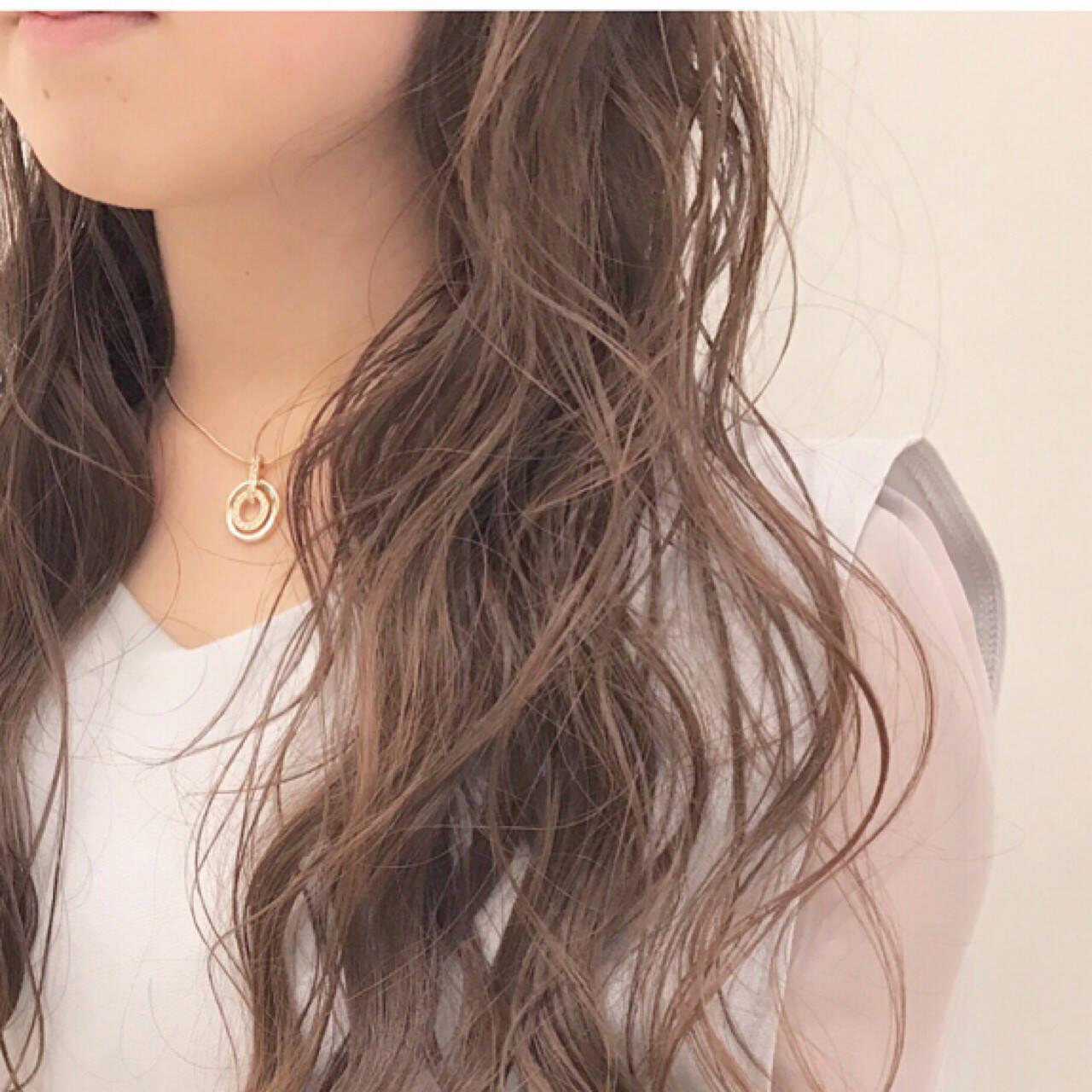 アッシュグレージュ ゆるふわ フェミニン 愛されヘアスタイルや髪型の写真・画像