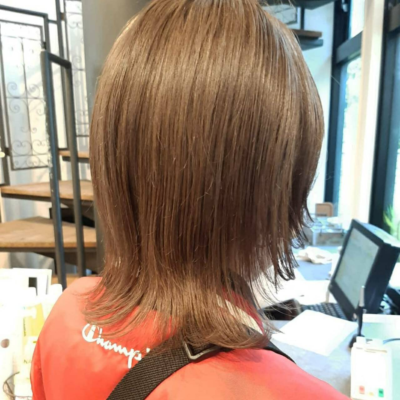 ウルフカット ミディアム インナーカラー 切りっぱなしボブヘアスタイルや髪型の写真・画像