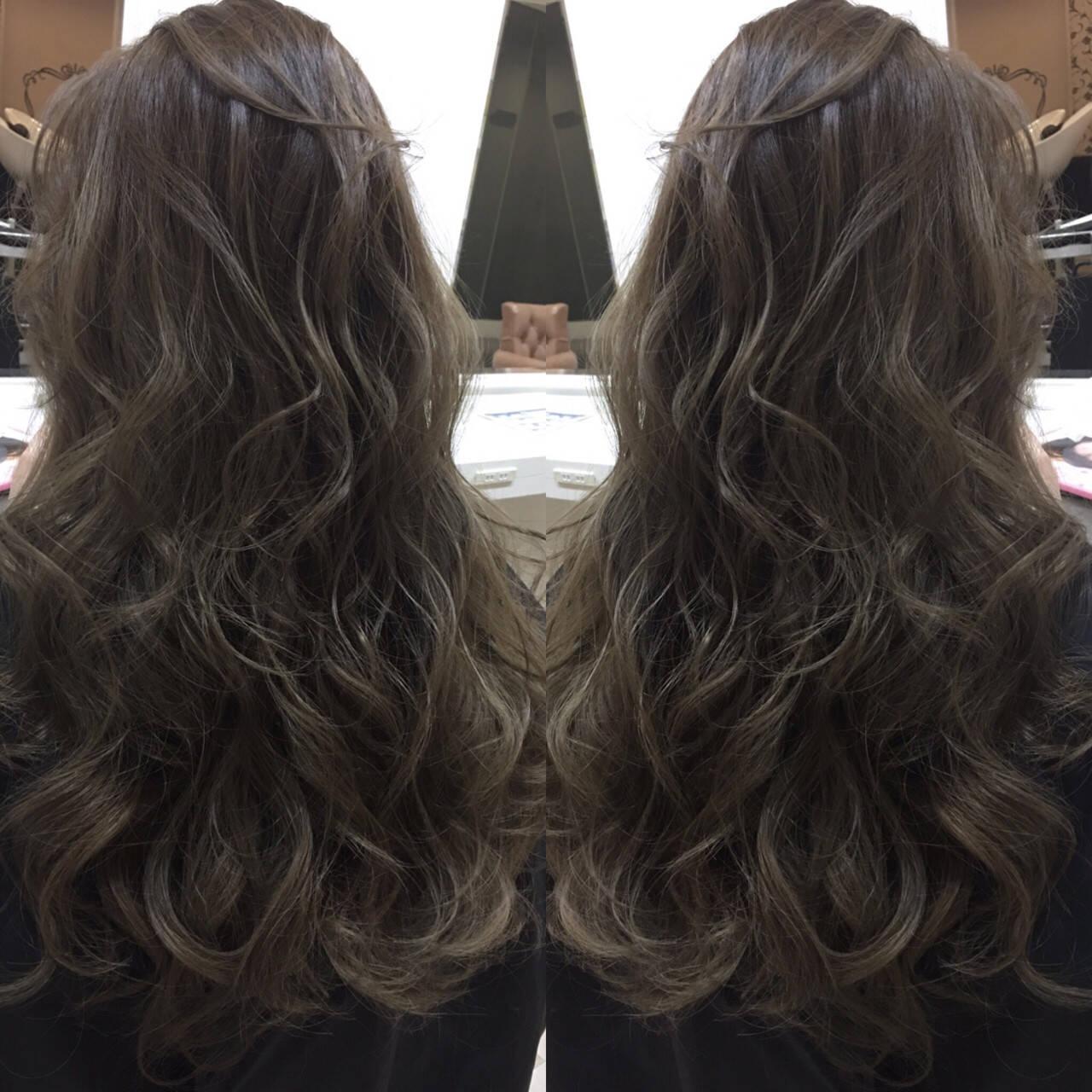 アッシュ 暗髪 ハイライト グラデーションカラーヘアスタイルや髪型の写真・画像