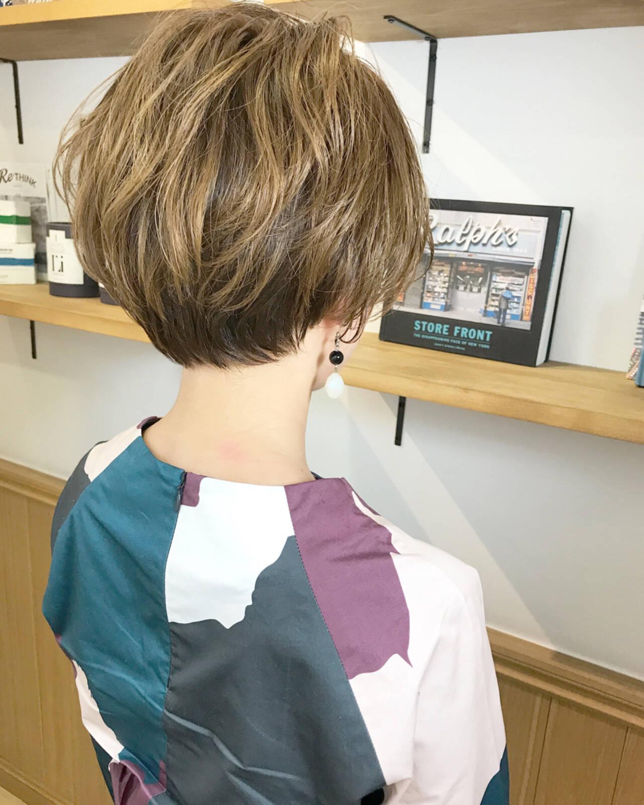 ショートボブ ナチュラル ショート オフィスヘアスタイルや髪型の写真・画像