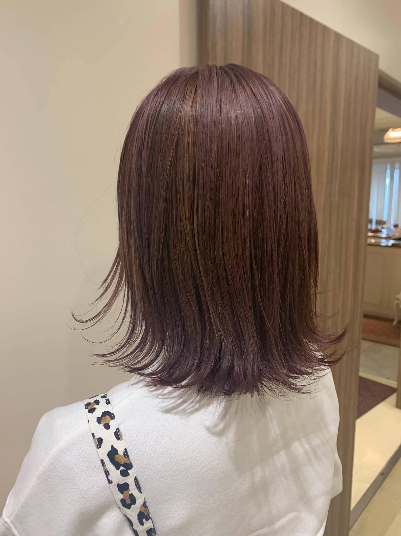 切りっぱなしボブ ウルフカット ベリーピンク ミディアムヘアスタイルや髪型の写真・画像