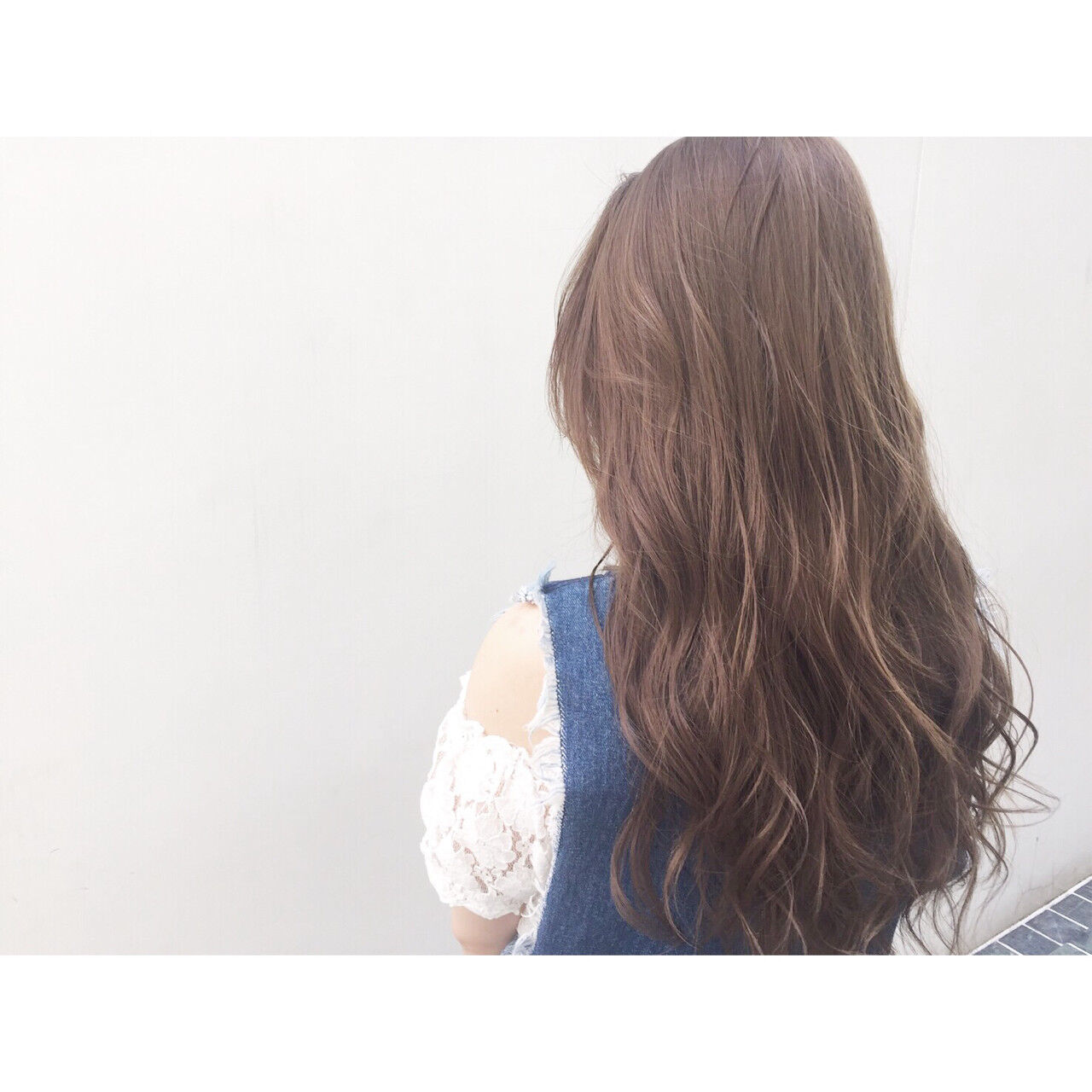アッシュ ロング フェミニン 外国人風ヘアスタイルや髪型の写真・画像