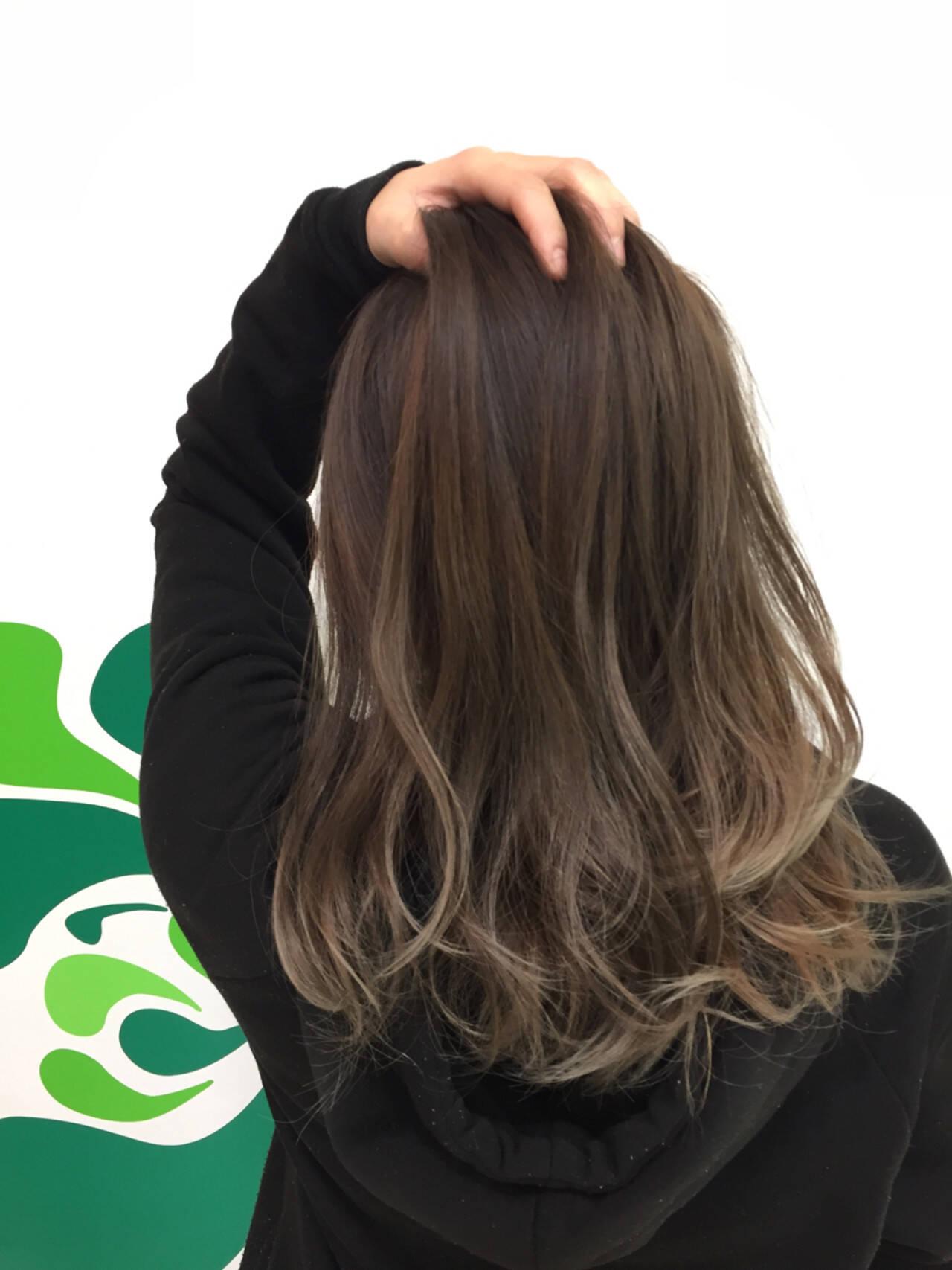 モード ミディアム グラデーションカラーヘアスタイルや髪型の写真・画像