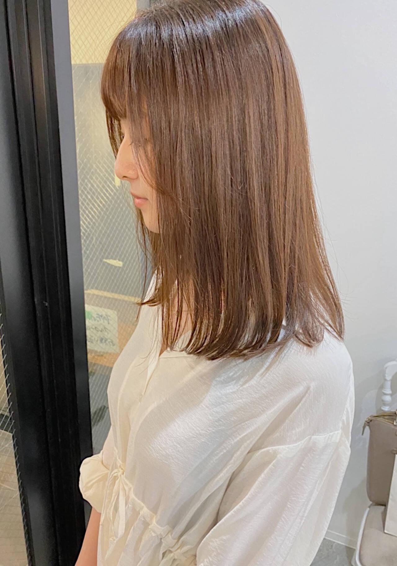 縮毛矯正 ナチュラル グレージュ ストレートヘアスタイルや髪型の写真・画像
