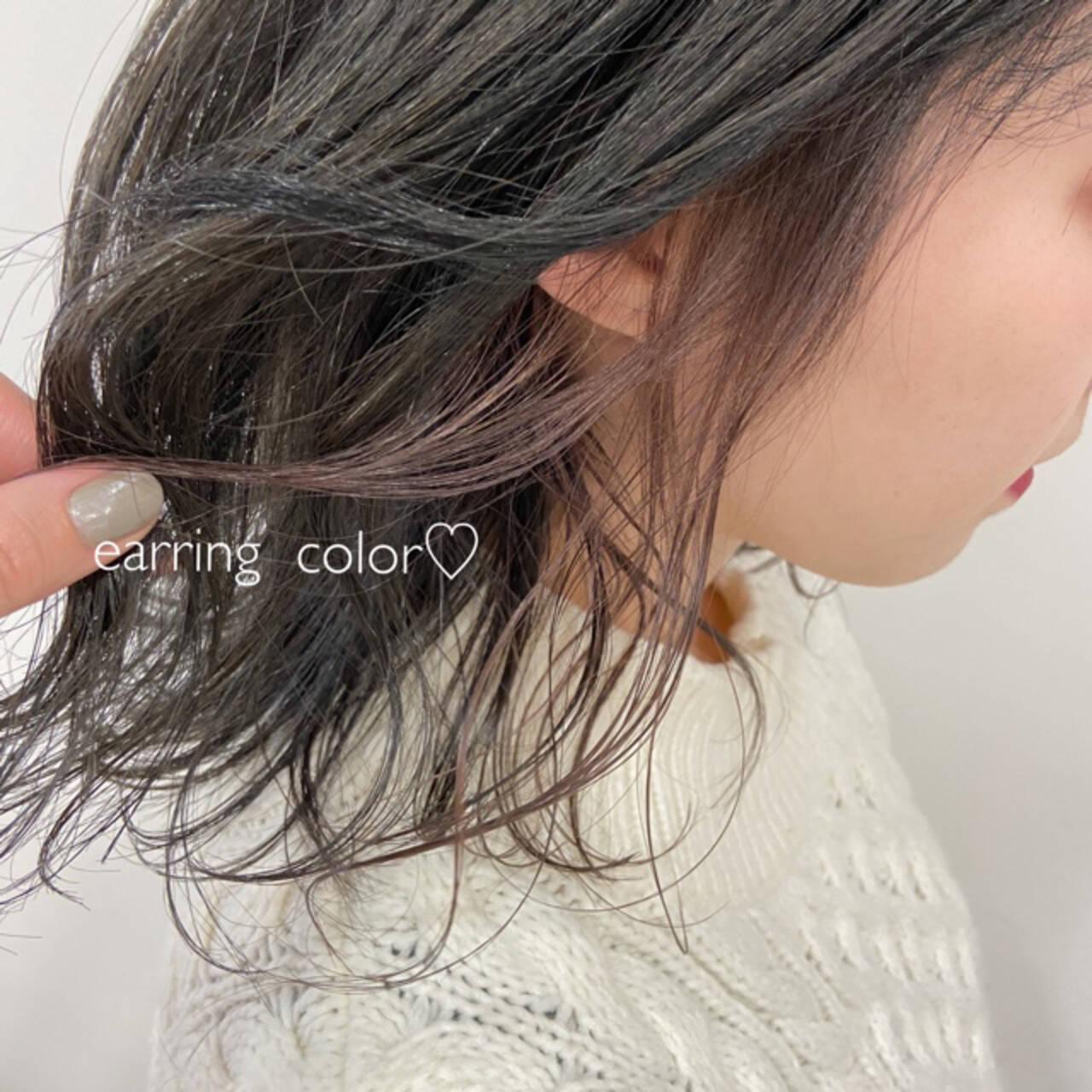 インナーカラー イヤリングカラー フェザーバング ラベンダーピンクヘアスタイルや髪型の写真・画像