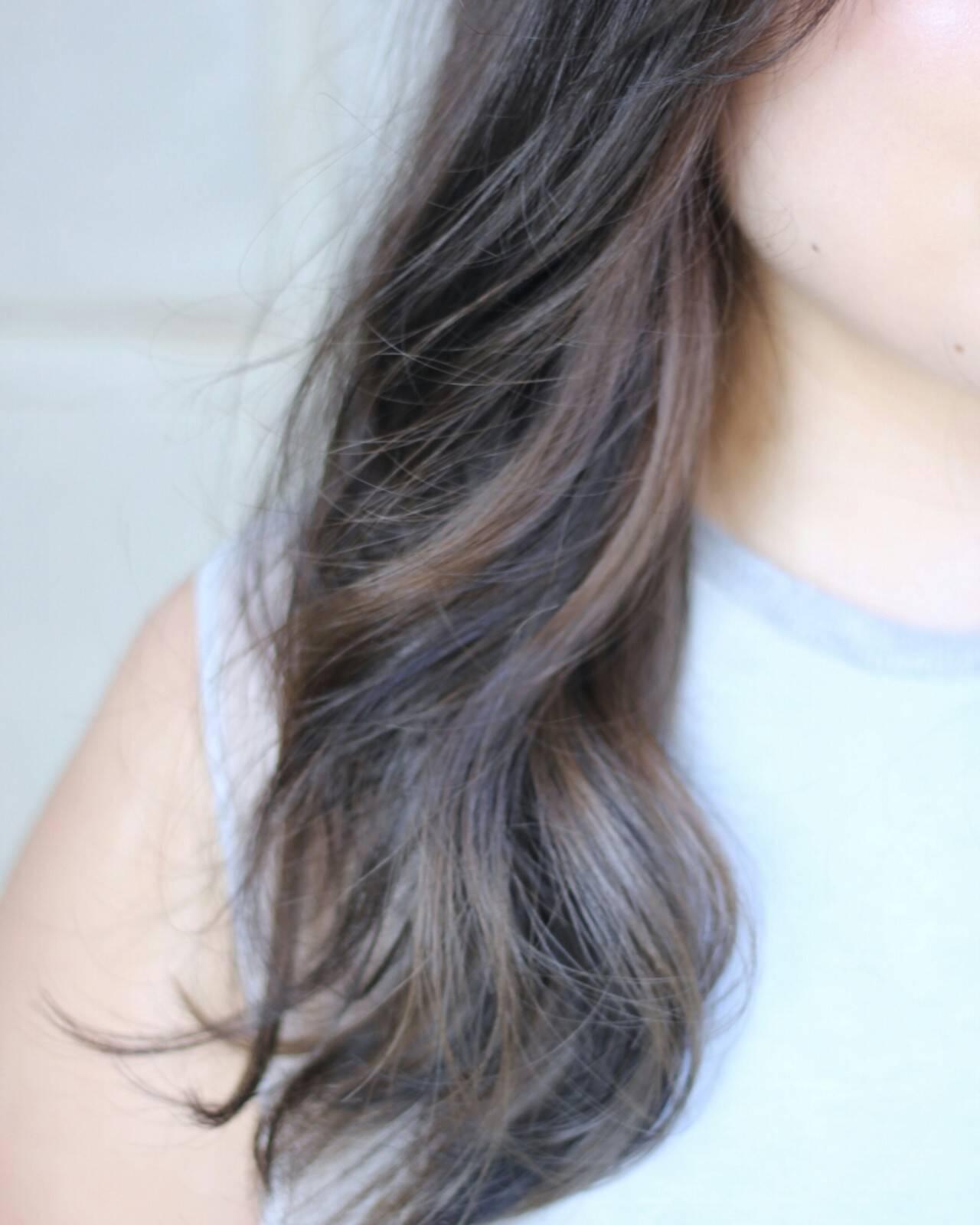 セミロング ナチュラル グレージュ インナーカラーヘアスタイルや髪型の写真・画像
