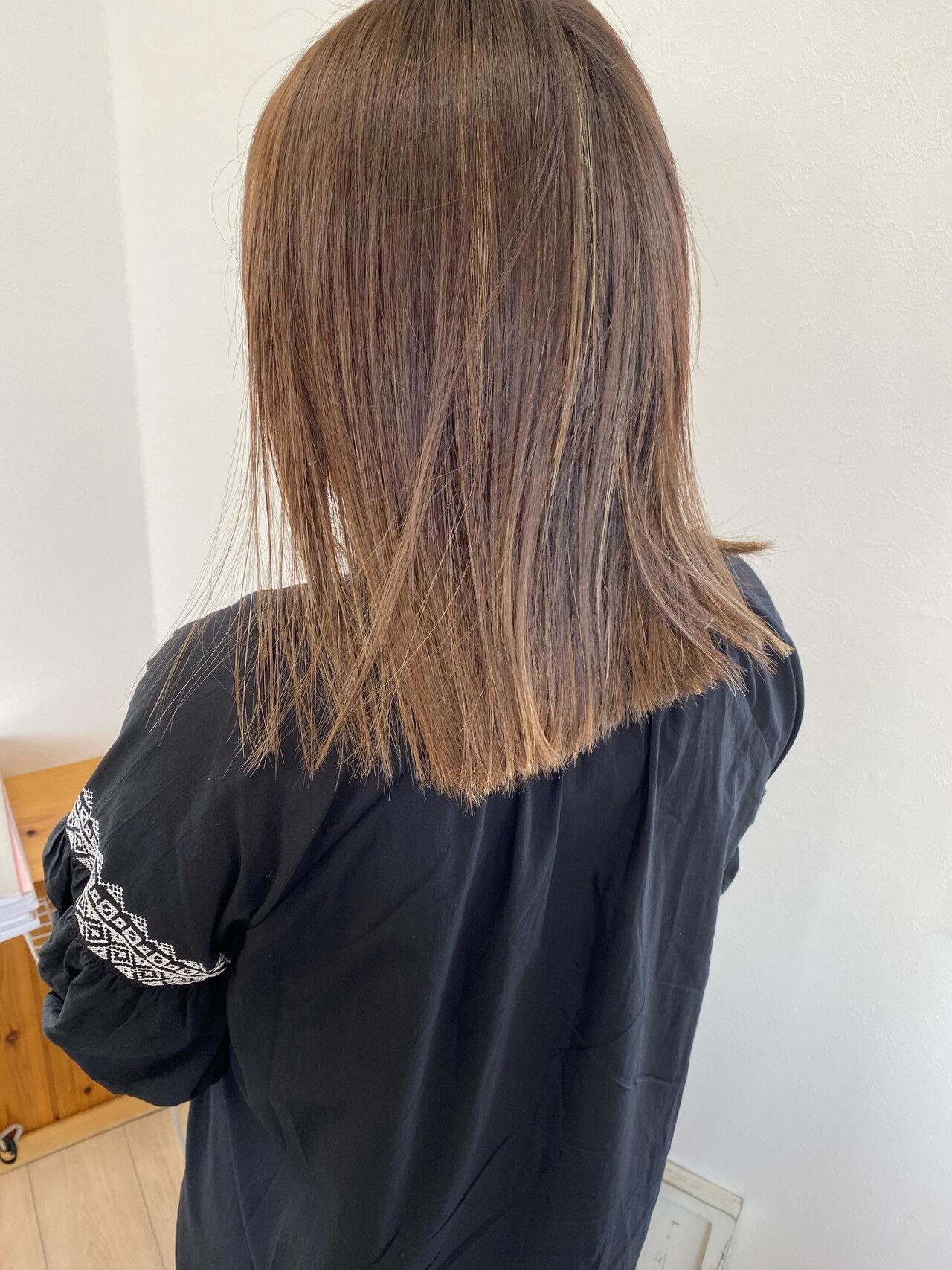 セミロング モード ストレート 切りっぱなしヘアスタイルや髪型の写真・画像