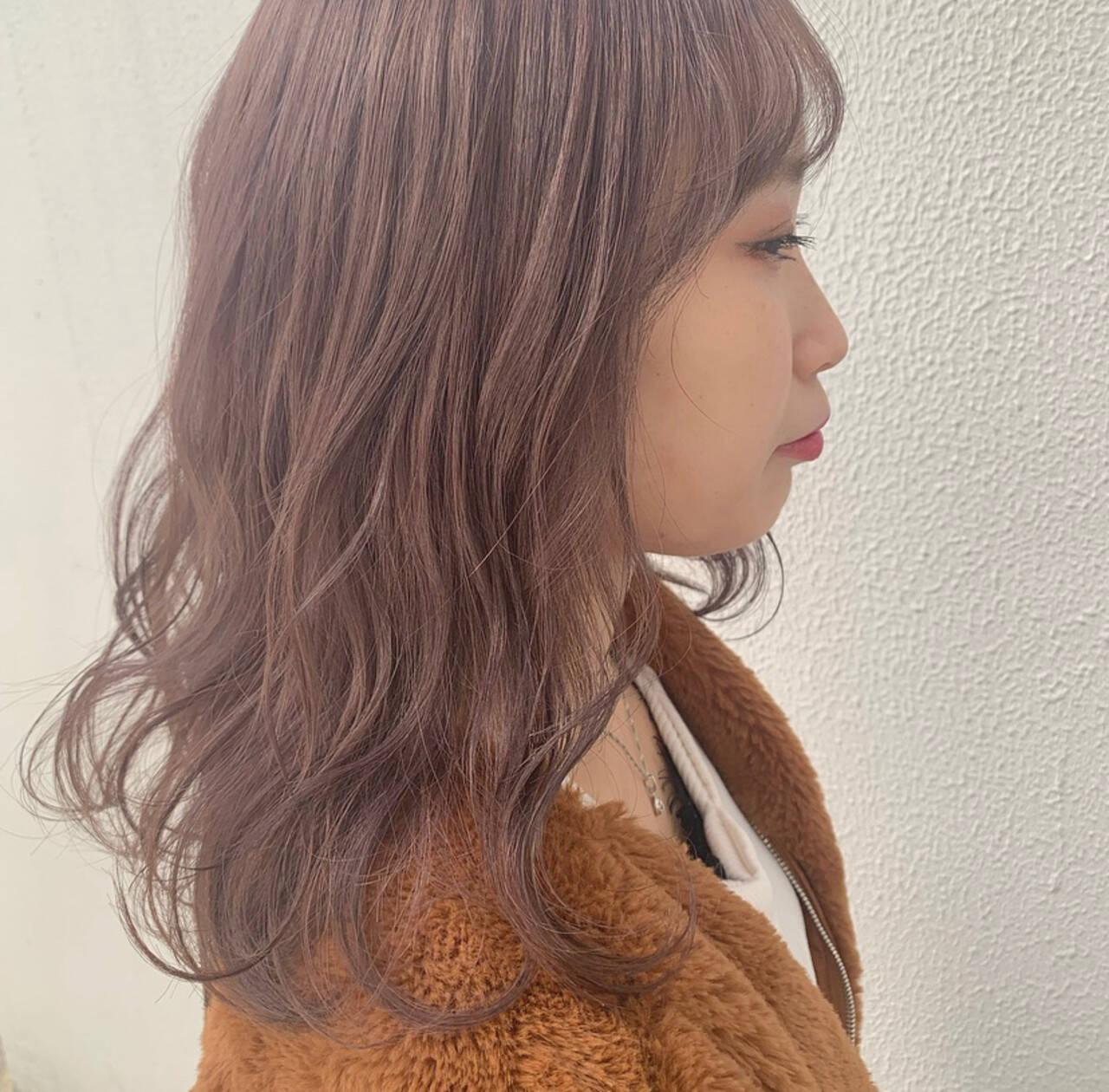 ミディアム ゆるウェーブ ベリーピンク ラベンダーピンクヘアスタイルや髪型の写真・画像