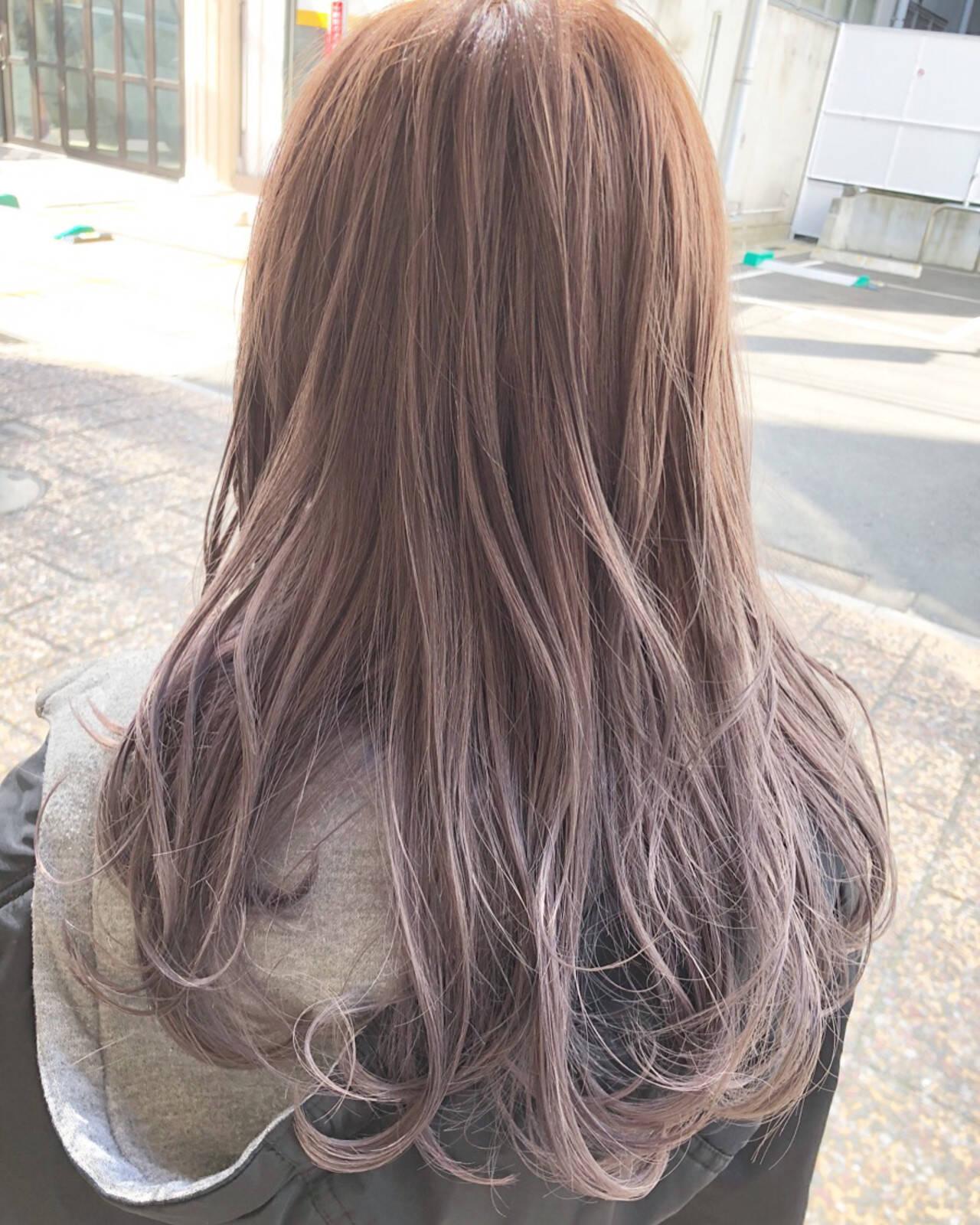 ピンクベージュ セミロング ダブルカラー イルミナカラーヘアスタイルや髪型の写真・画像