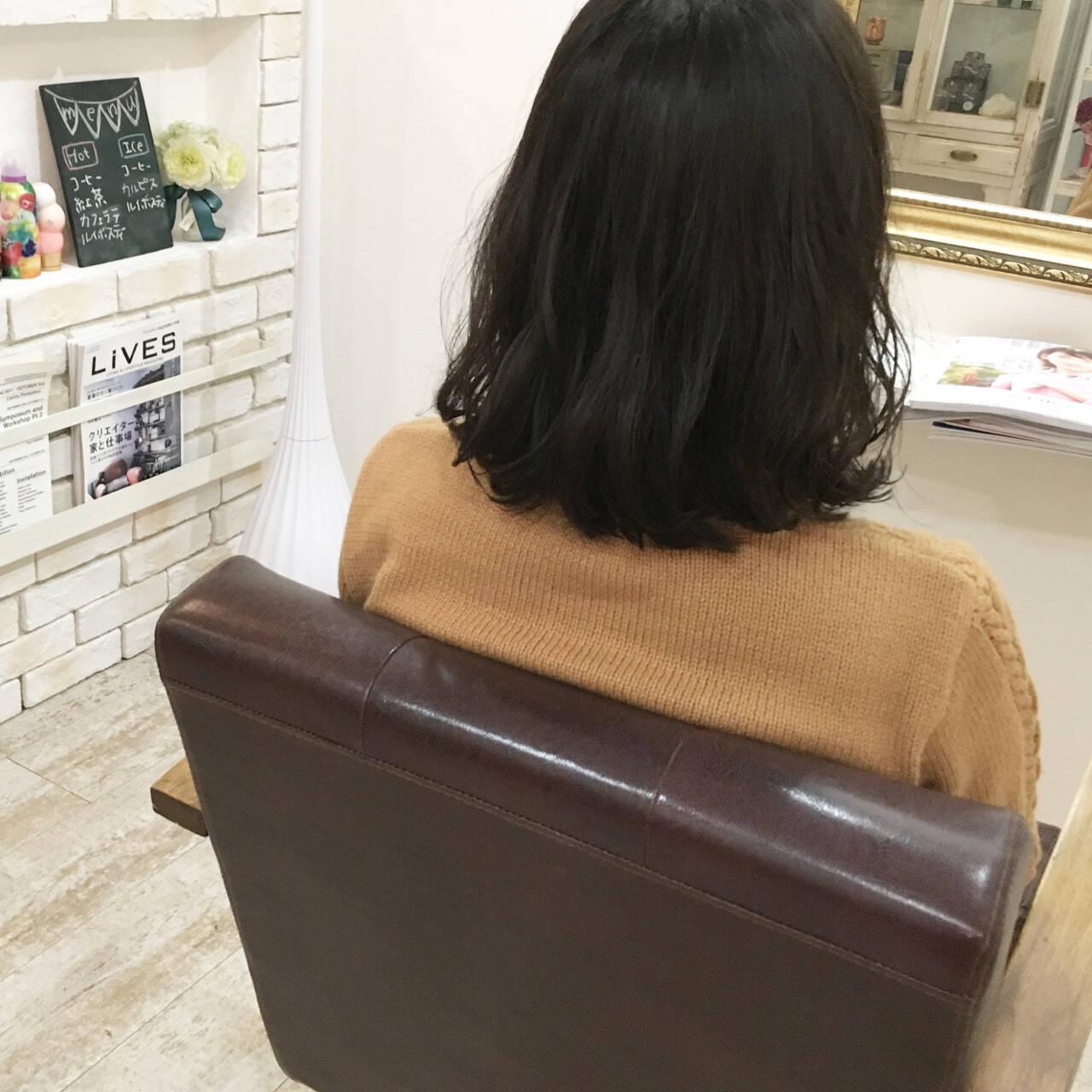 アッシュ ゆるふわ オフィス パーマヘアスタイルや髪型の写真・画像