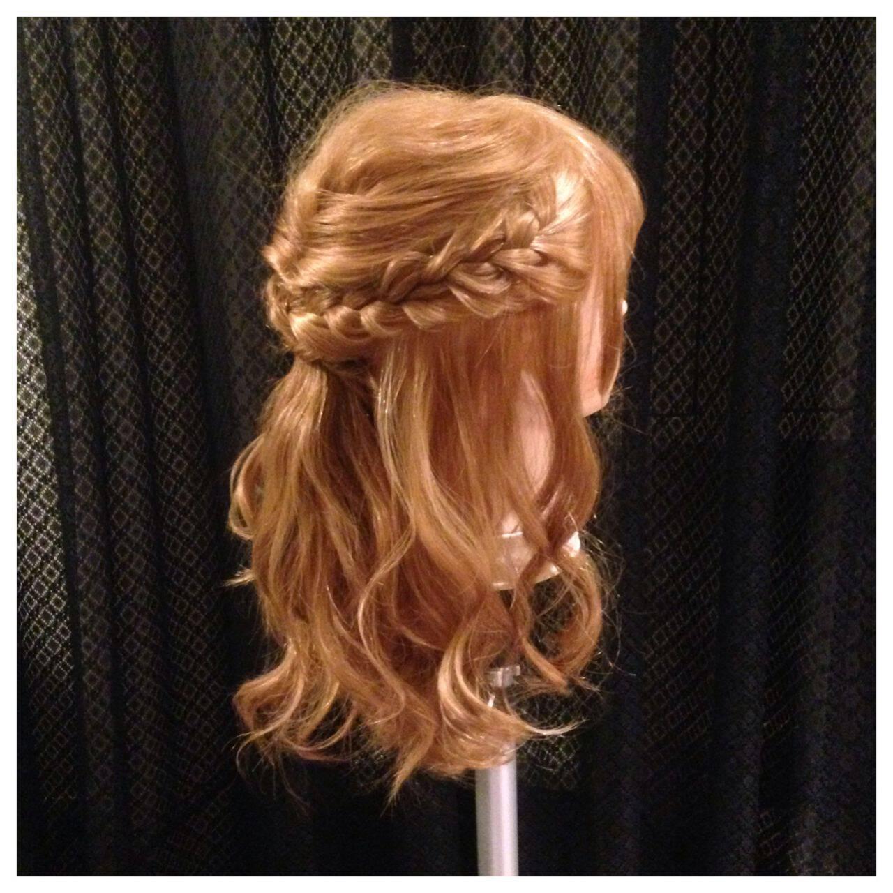 ねじり ロング ガーリー ハーフアップヘアスタイルや髪型の写真・画像
