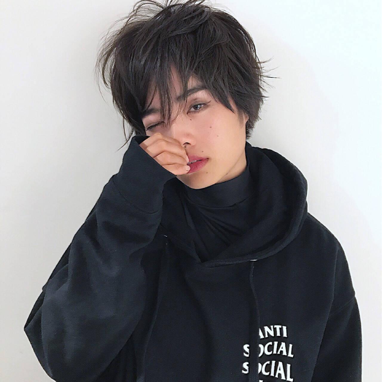 冬 小顔 スモーキーアッシュ 秋ヘアスタイルや髪型の写真・画像