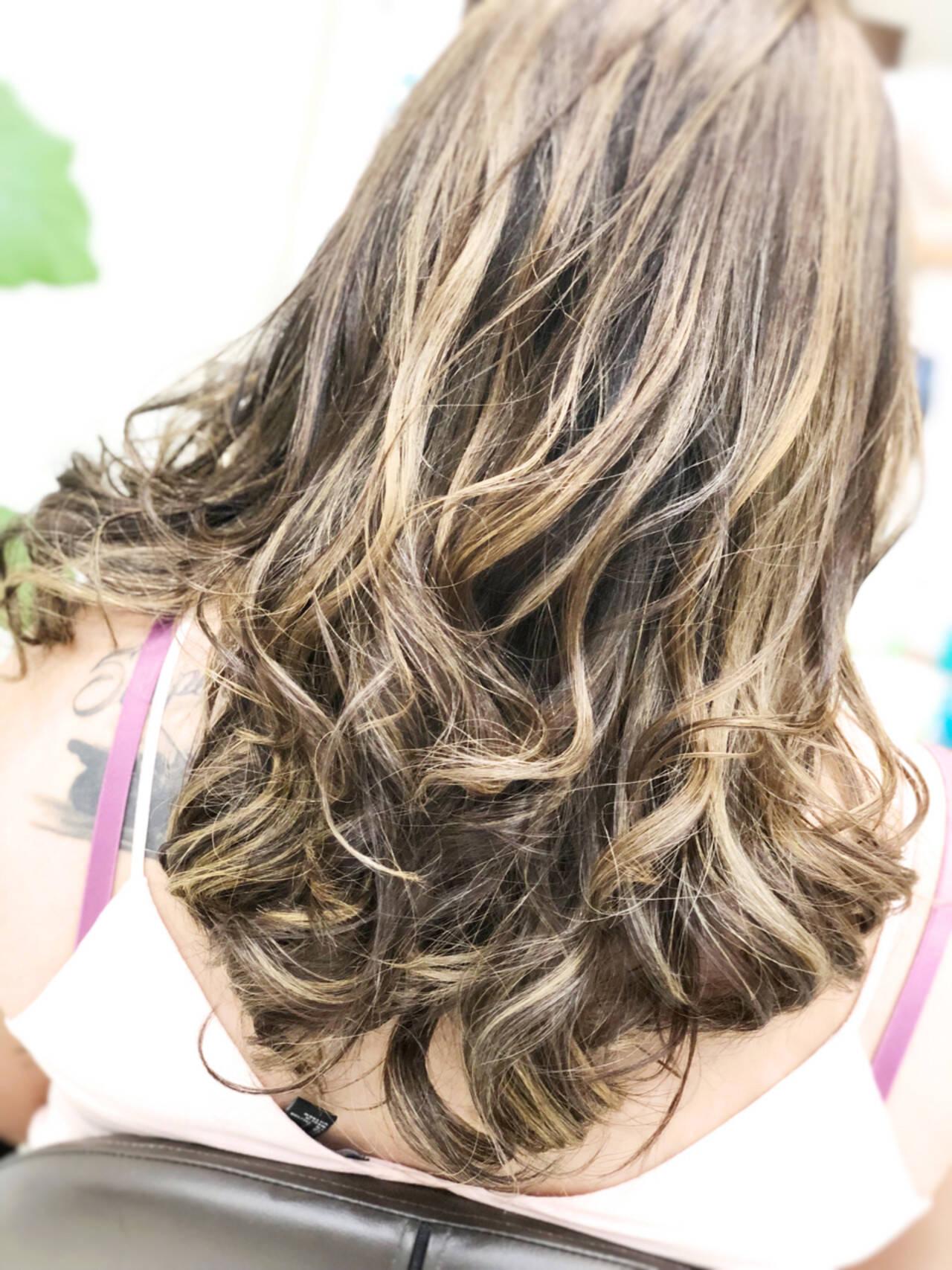 外国人風 バレイヤージュ ハイライト スポーツヘアスタイルや髪型の写真・画像