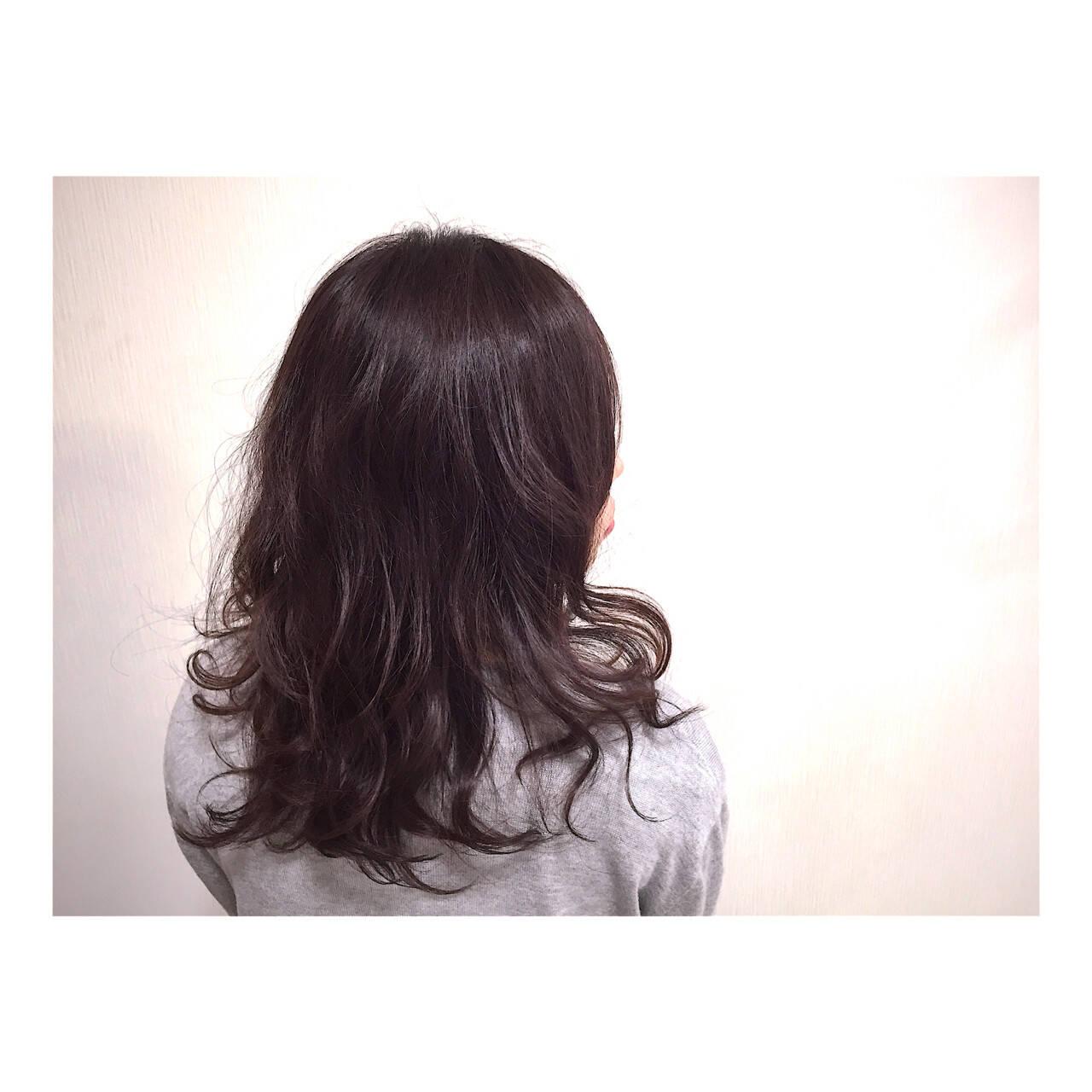 外国人風 大人かわいい セミロング 暗髪ヘアスタイルや髪型の写真・画像