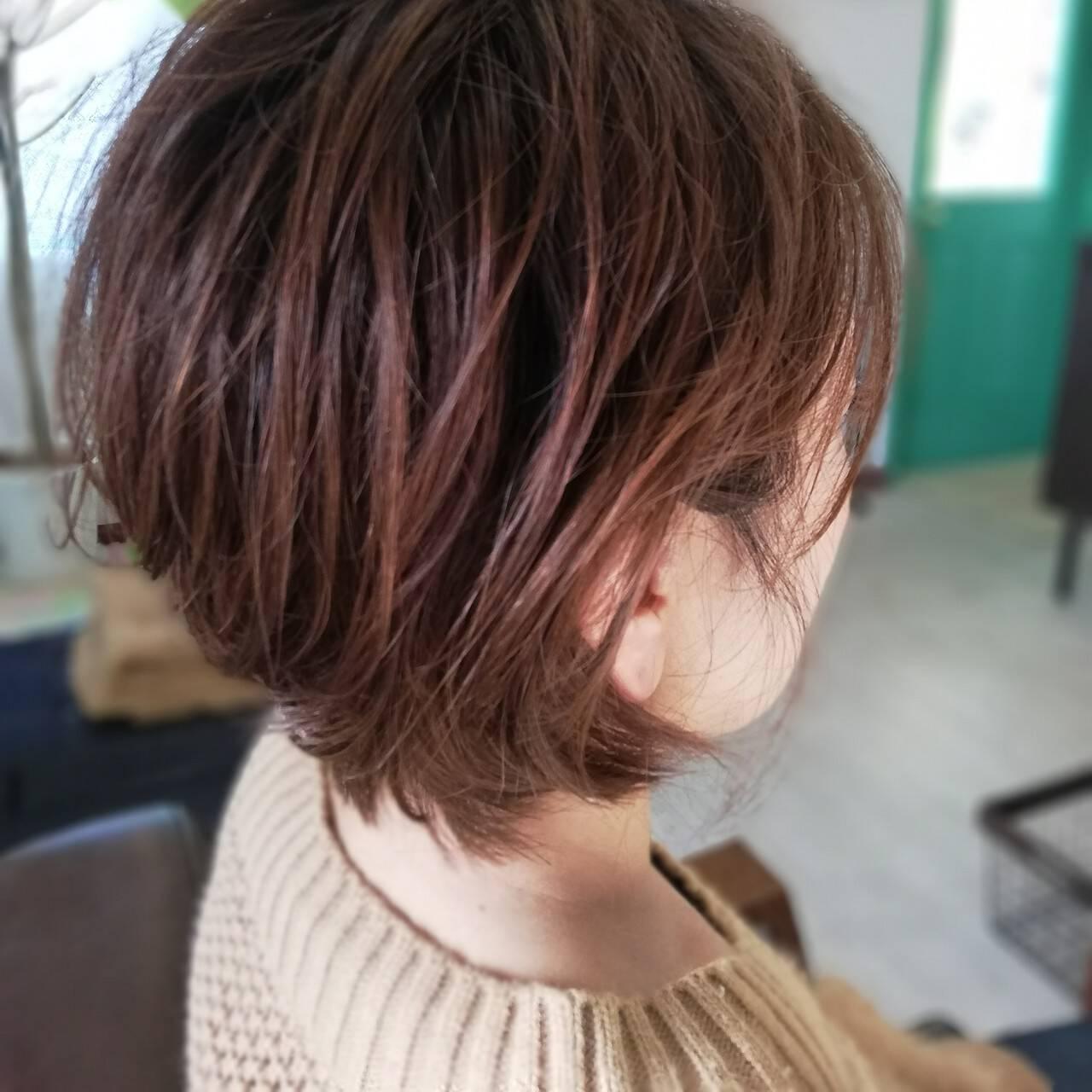 レイヤーボブ ナチュラル ショートボブ 耳掛けショートヘアスタイルや髪型の写真・画像