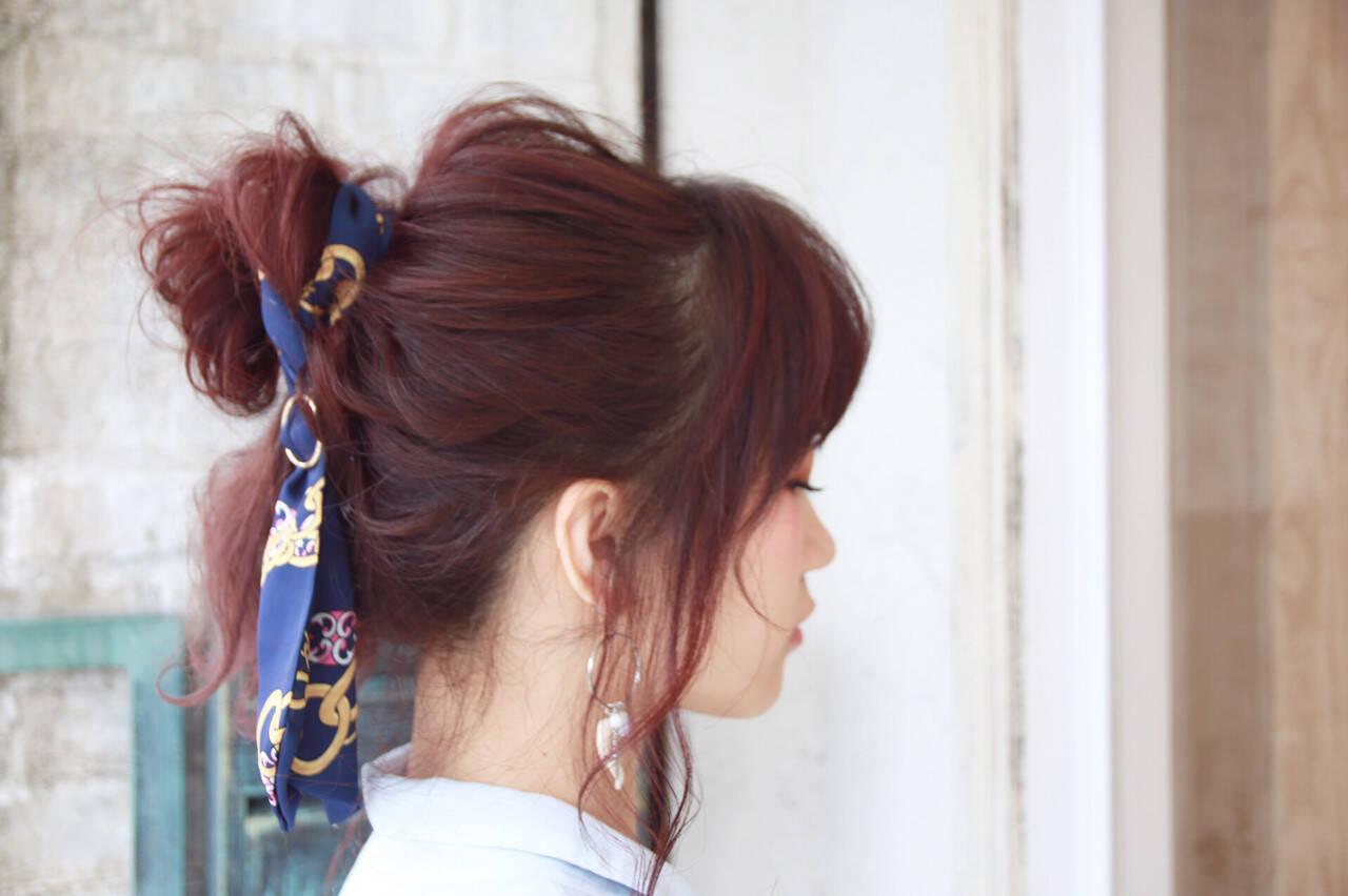 ヘアアクセ ヘアアレンジ フェミニン ベージュヘアスタイルや髪型の写真・画像