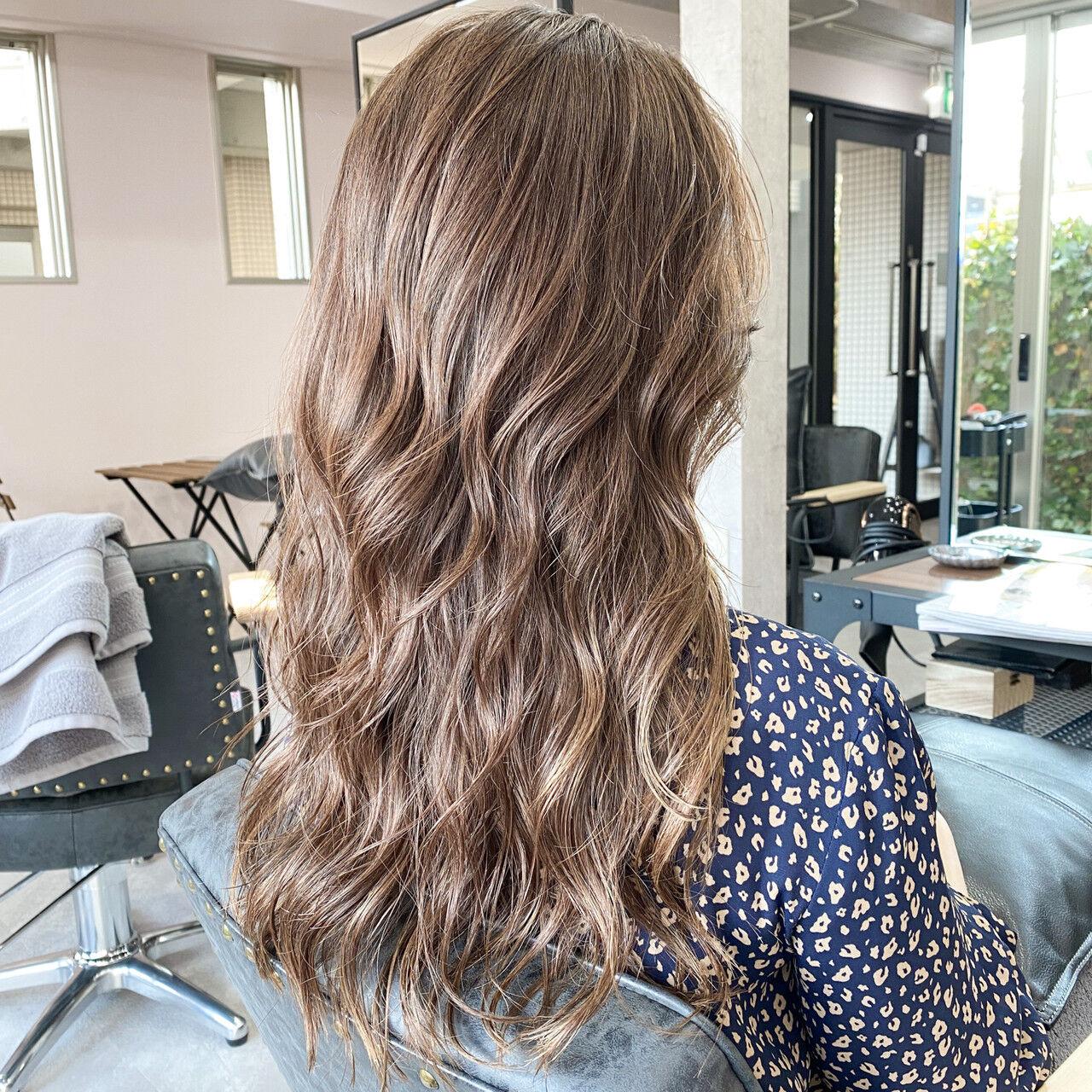 ミルクティーグレージュ バレイヤージュ ミルクグレージュ インナーカラーヘアスタイルや髪型の写真・画像