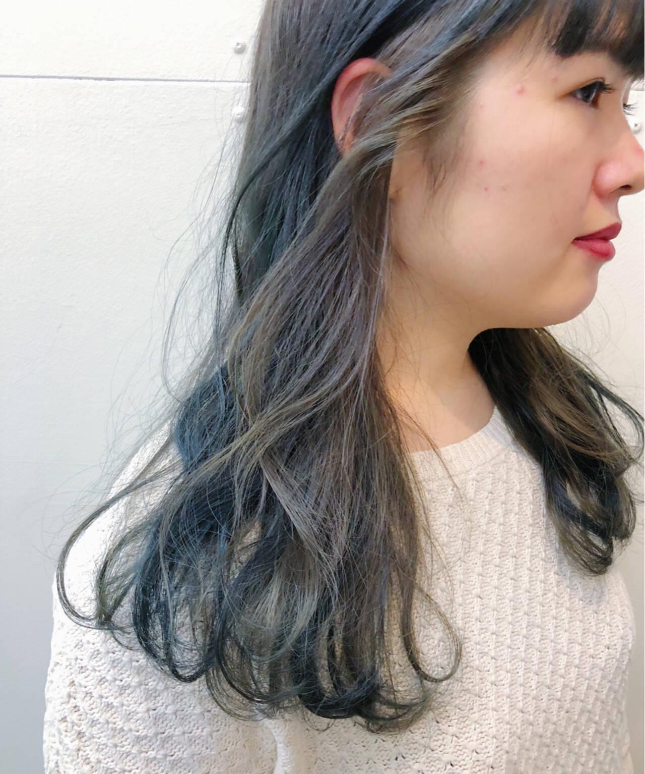 インナーカラー セミロング ブリーチなし 暗髪ヘアスタイルや髪型の写真・画像