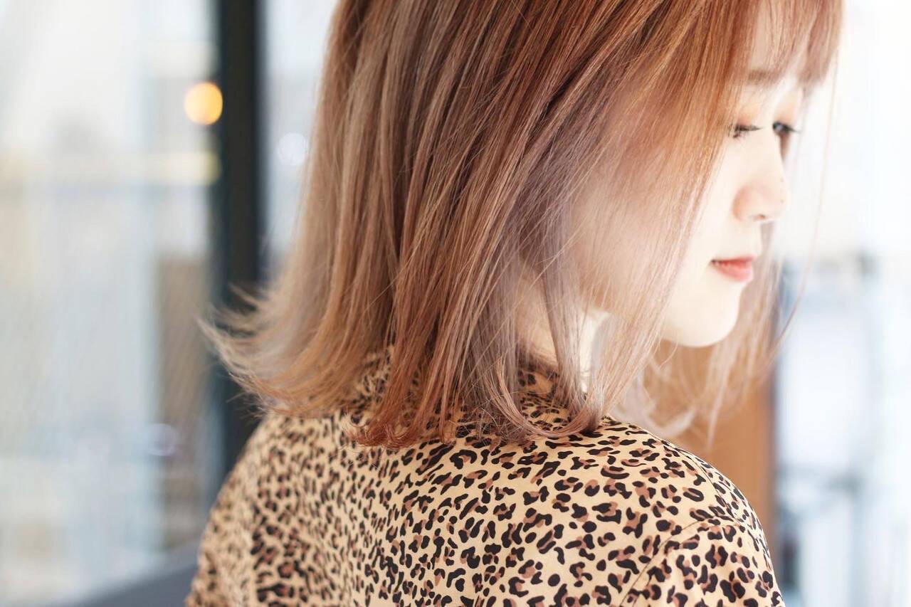 サーモンピンク ピンクパープル 切りっぱなしボブ ボブヘアスタイルや髪型の写真・画像