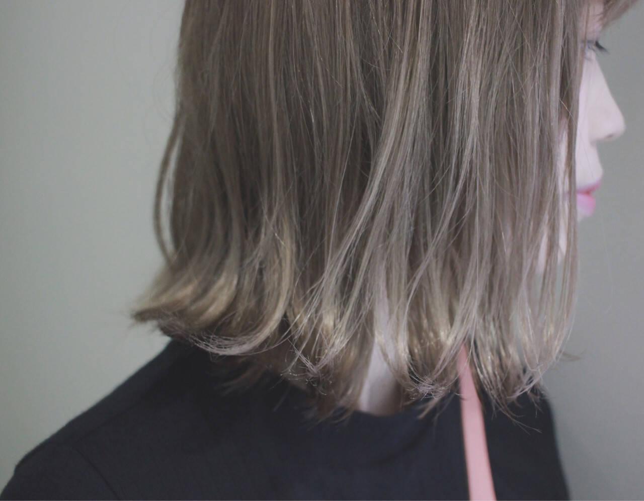 外国人風カラー 外ハネ ハイライト グレージュヘアスタイルや髪型の写真・画像